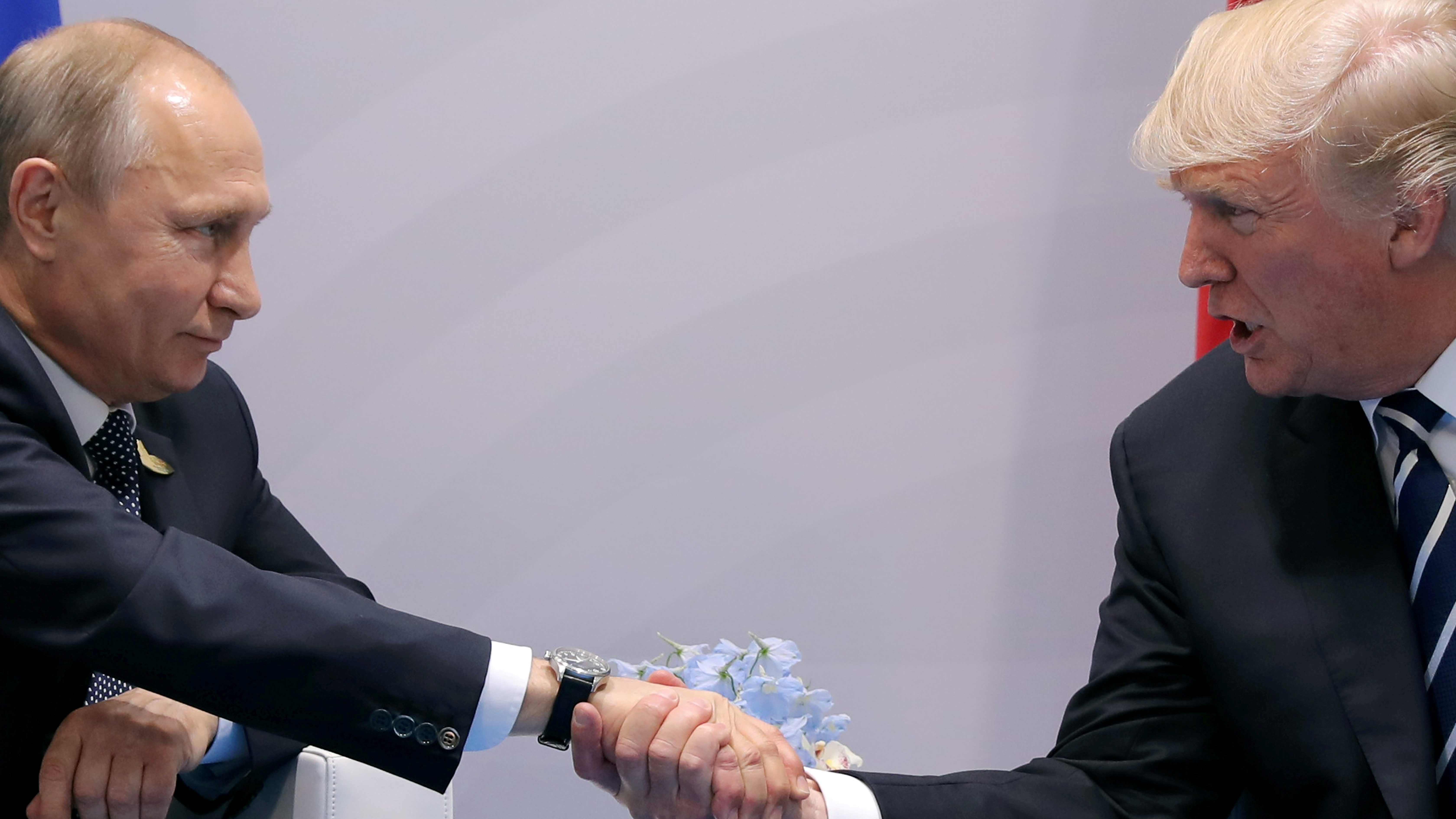 FILE PHOTO - U.S. President Donald Trump shakes hands with Russian President Vladimir Putin during the their bilateral meeting at the G20 summit in Hamburg, Germany July 7, 2017. REUTERS/Carlos Barria/File Photo - RTX3DCWM