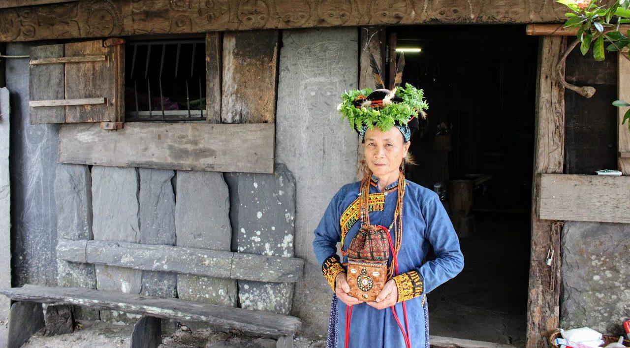 Tjuku, a local shaman in the Taiwanese village of  Tjuvecekadan.