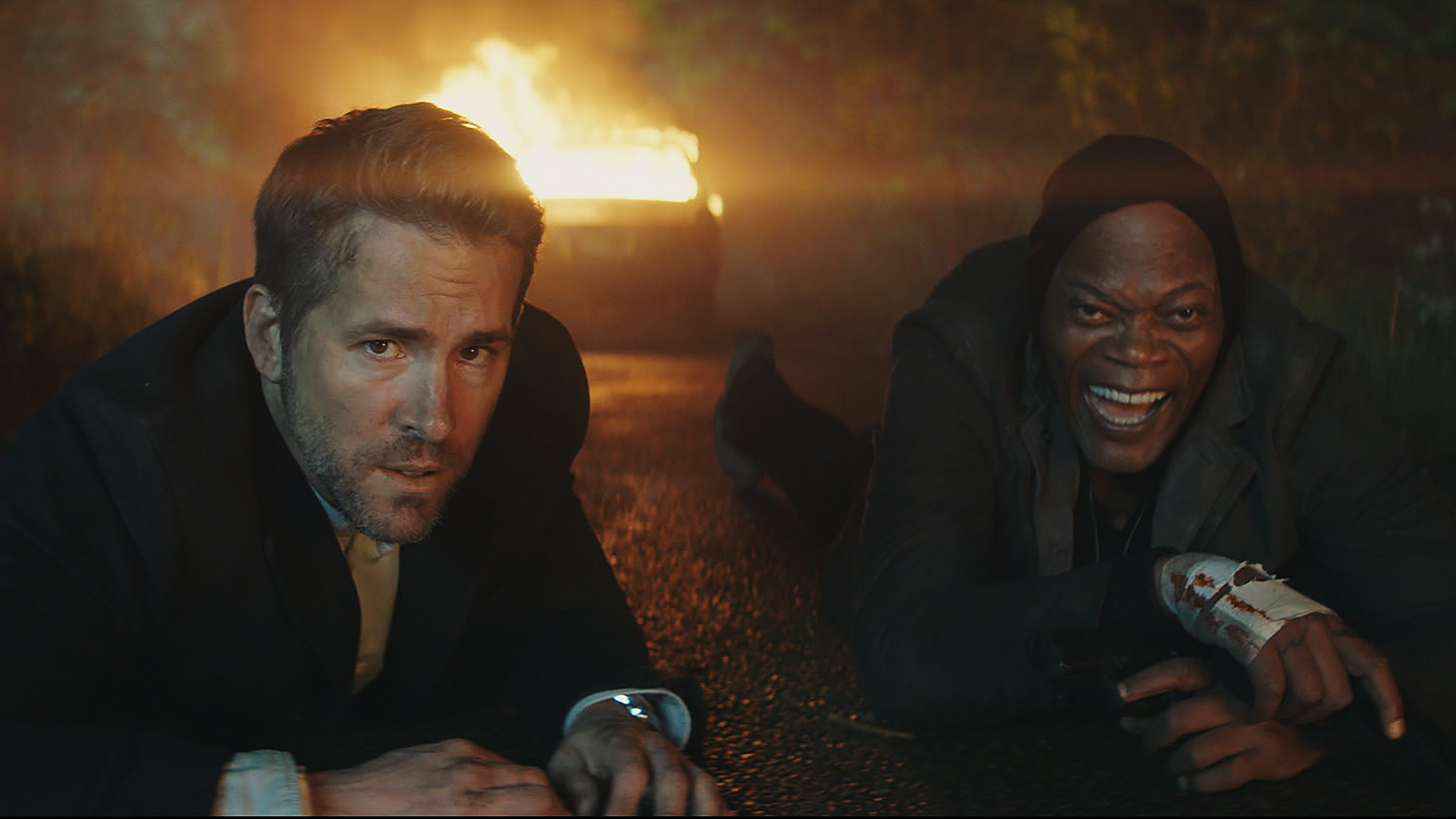 Michael Bryce (Ryan Reynolds) and Darius Kincaid (Samuel L. Jackson) in THE HITMAN'S BODYGUARD. Image Courtesy of Lionsgate Entertainment.
