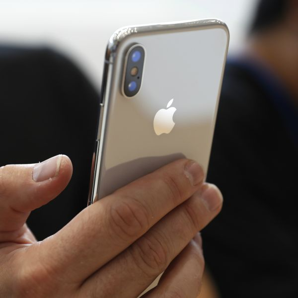 detailed look 9e8d4 7ef71 The reason why Samsung hopes the iPhone X is a success — Quartz