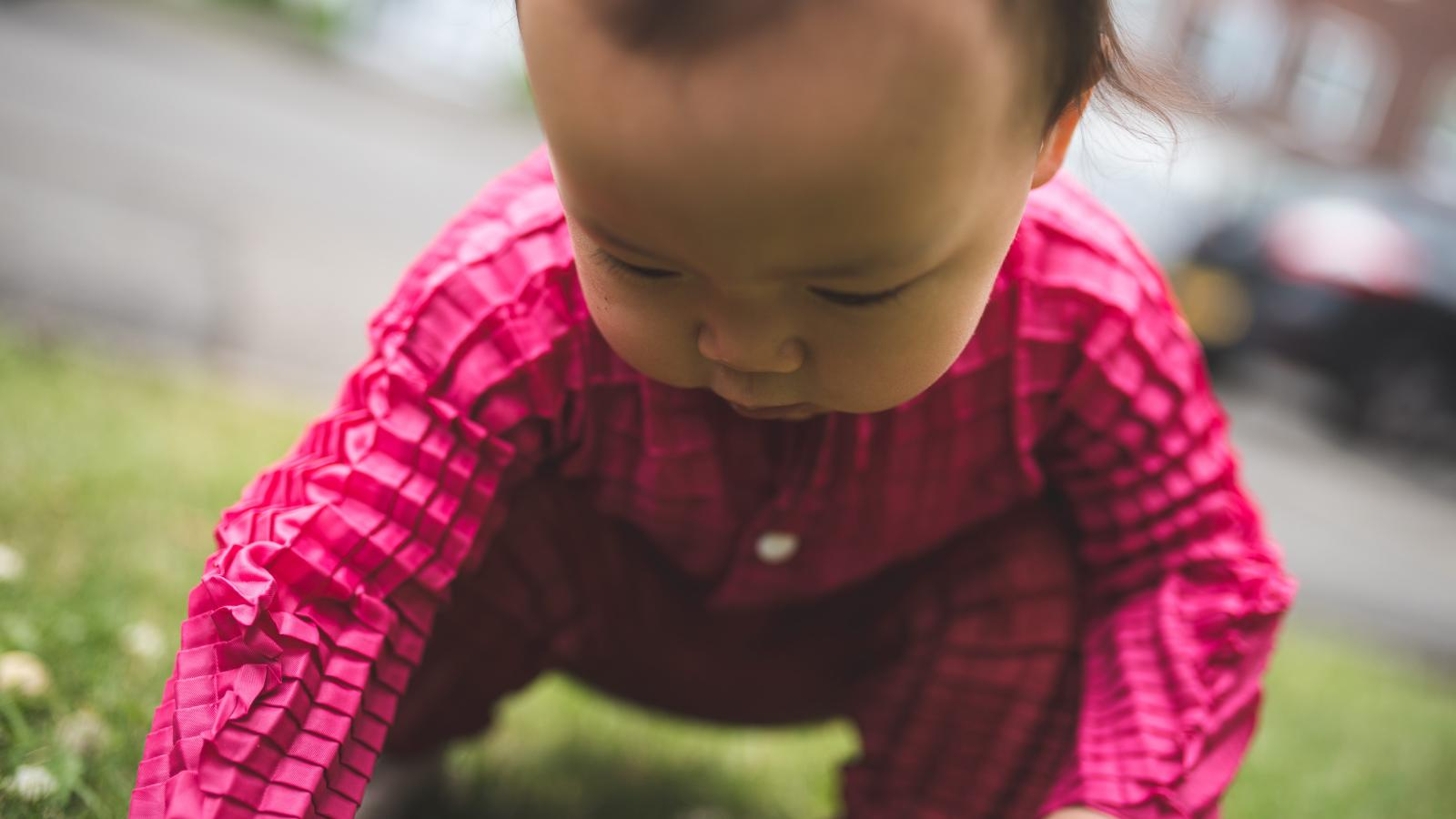 f9aeb23d3 An engineer designed clothes that will grow from baby-size to toddler-size with  your child