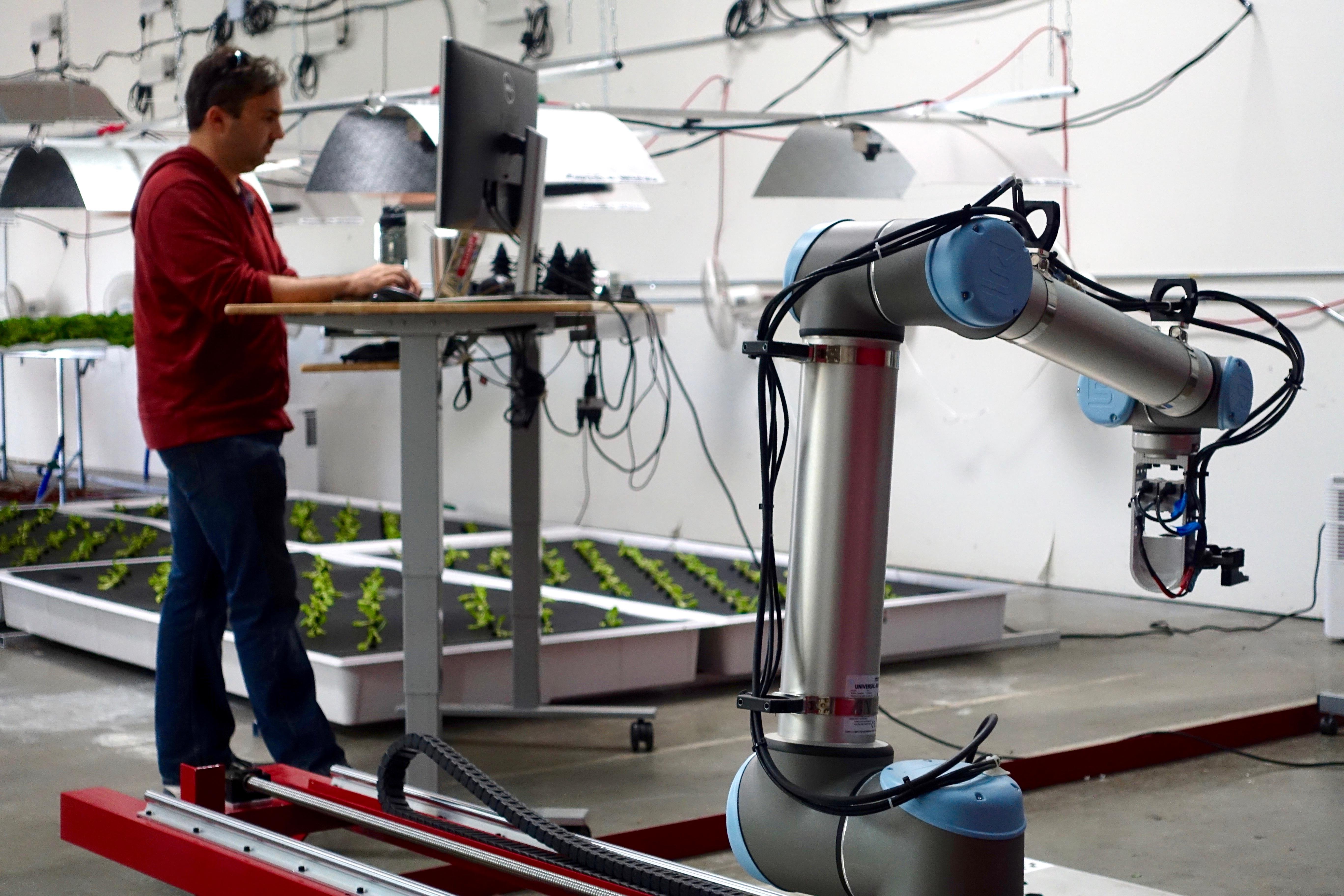 Znalezione obrazy dla zapytania iron ox robot