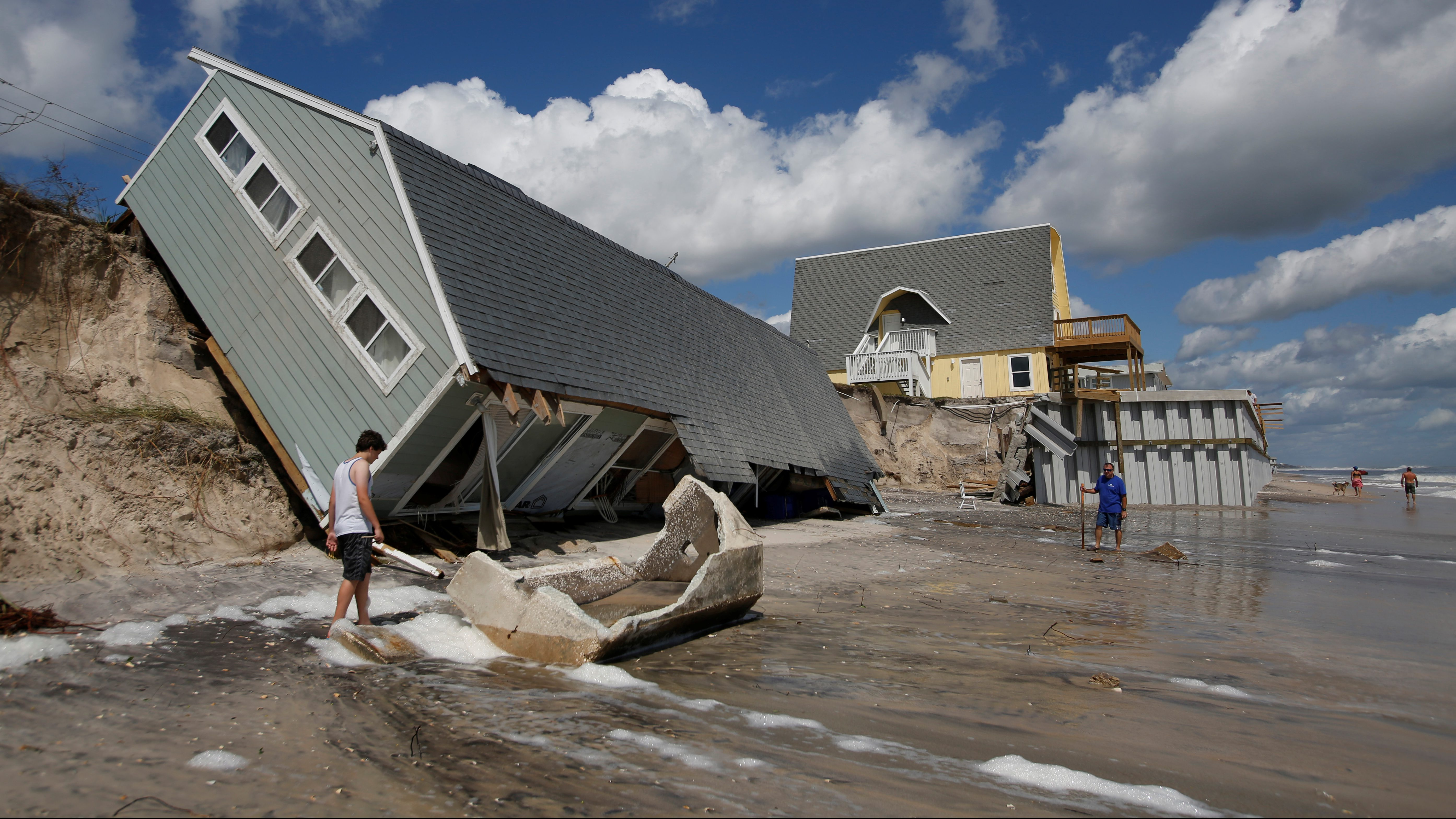 Local residents look at a collapsed coastal house after Hurricane Irma passed the area in Vilano Beach, Florida, U.S., September 12, 2017. REUTERS/Chris Wattie - RC135B0CEC80