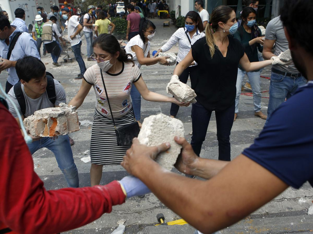 Mexico earthquake: Mexicans show the world how to work