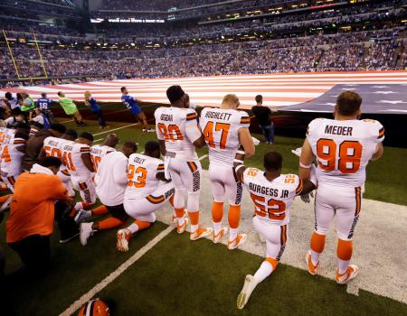 Cleveland Browns take a knee before Sept. 24 match against Indianapolis Colts