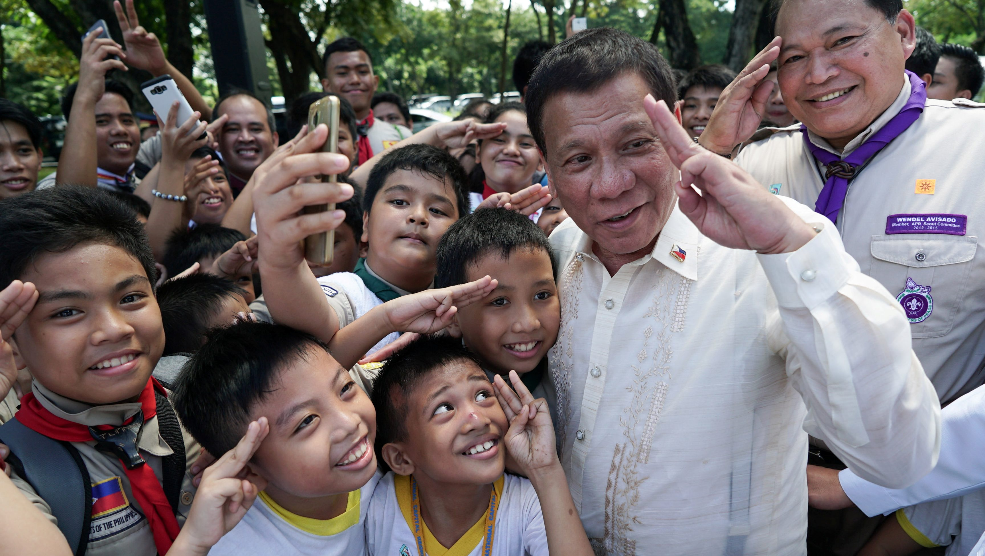 Philippine President Rodrigo Duterte interacts with members of the Boy Scouts of the Philippines who attended the National Heroes Day Commemoration at the Libingan ng mga Bayani in Fort Bonifacio, Taguig City, metro Manila, Philippines August 28, 2017. Malacanang Presidential Palace.