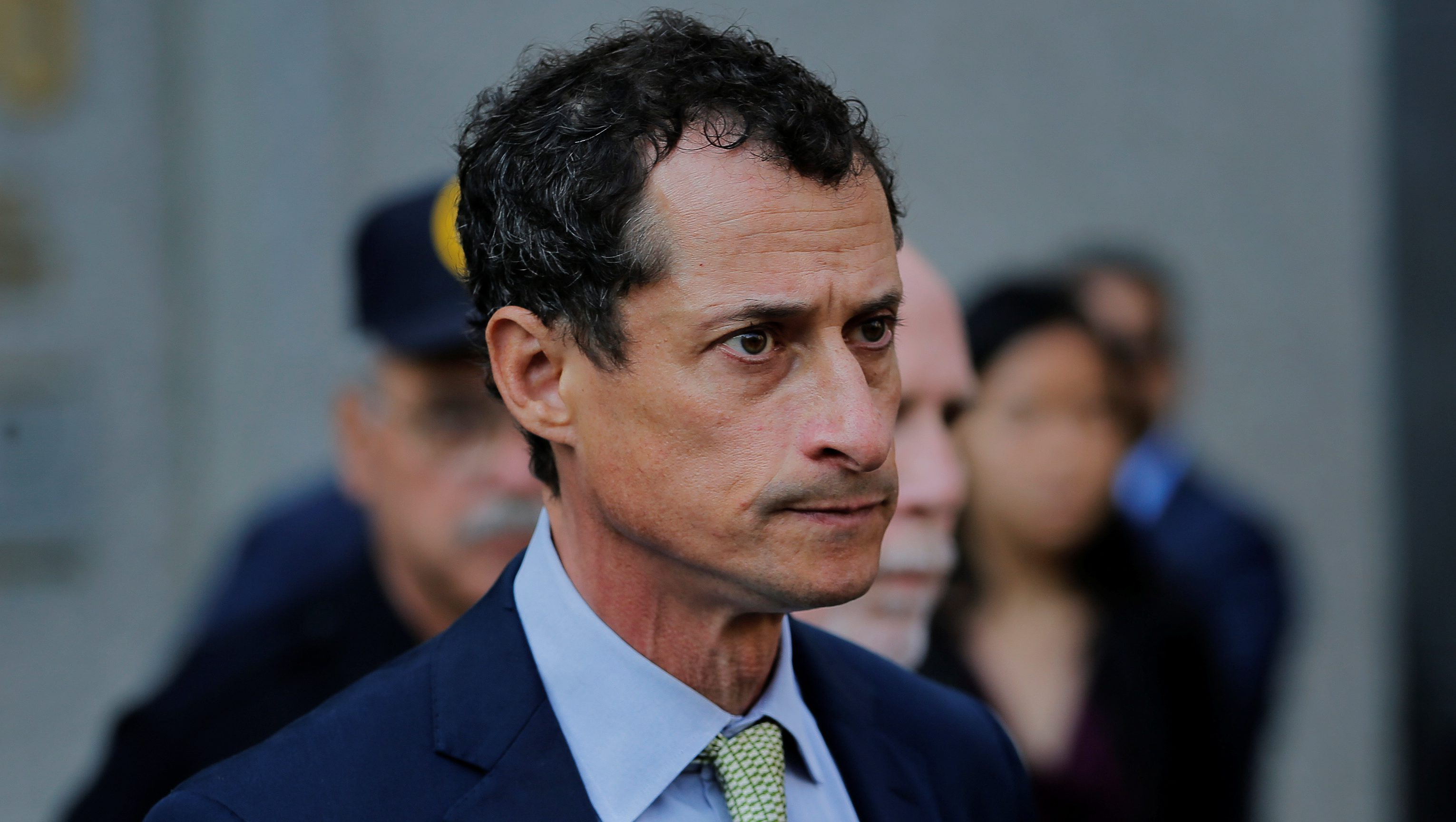 """Former U.S. Congressman Anthony Weiner departs U.S. Federal Court, following his sentencing after pleading guilty to one count of sending obscene messages to a minor, ending an investigation into a """"sexting"""" scandal that played a role in last year's U.S. presidential election, in New York, U.S.,September 25, 2017. REUTERS/Lucas Jackson - RC147ED64C00"""