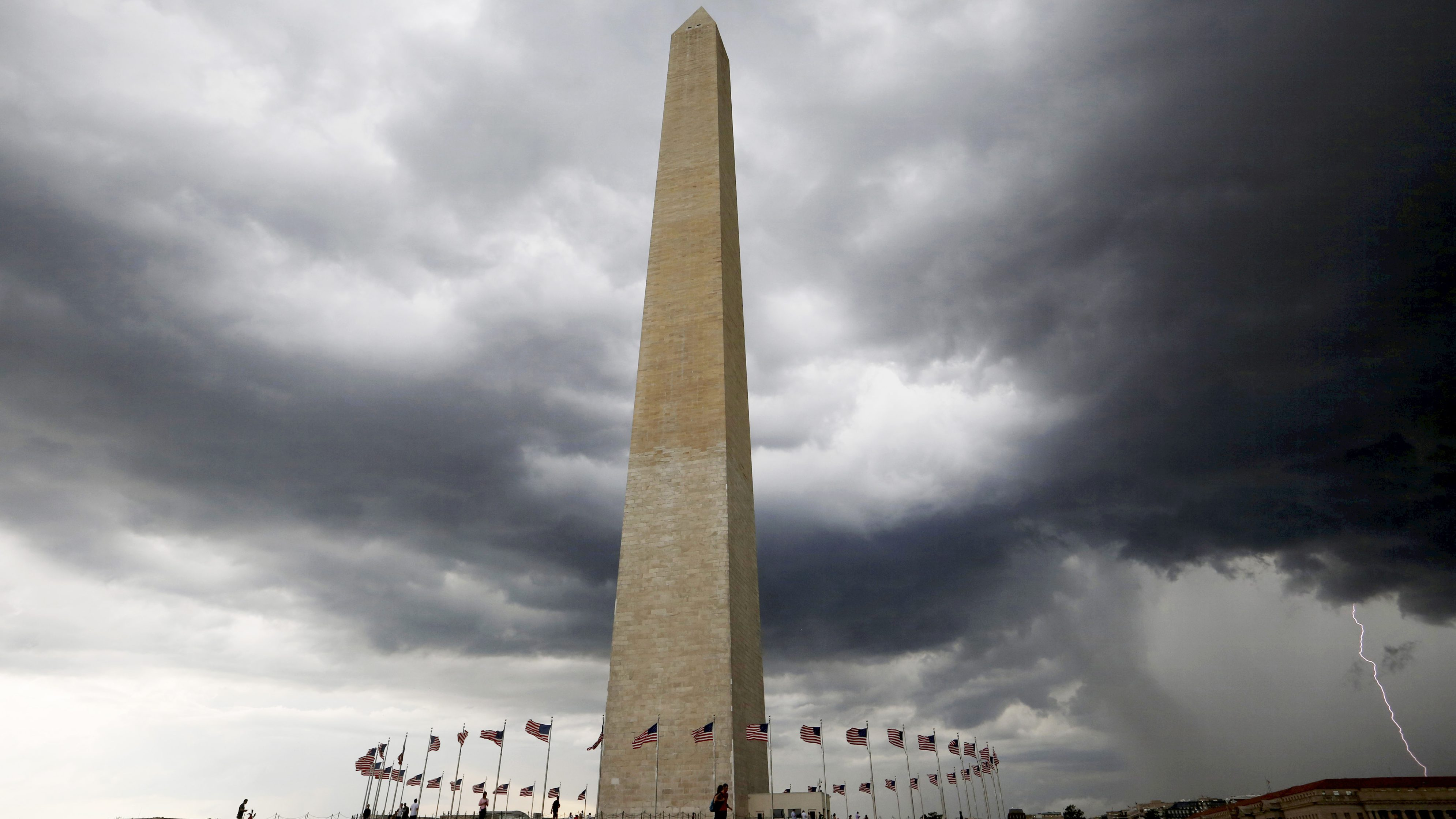 Storm clouds hover above the Washington monument in Washington D.C., U.S., August 15, 2016. Picture taken August 15, 2016. REUTERS/Mike Hutchings/File Photo - TM3EC9Q0WUH01