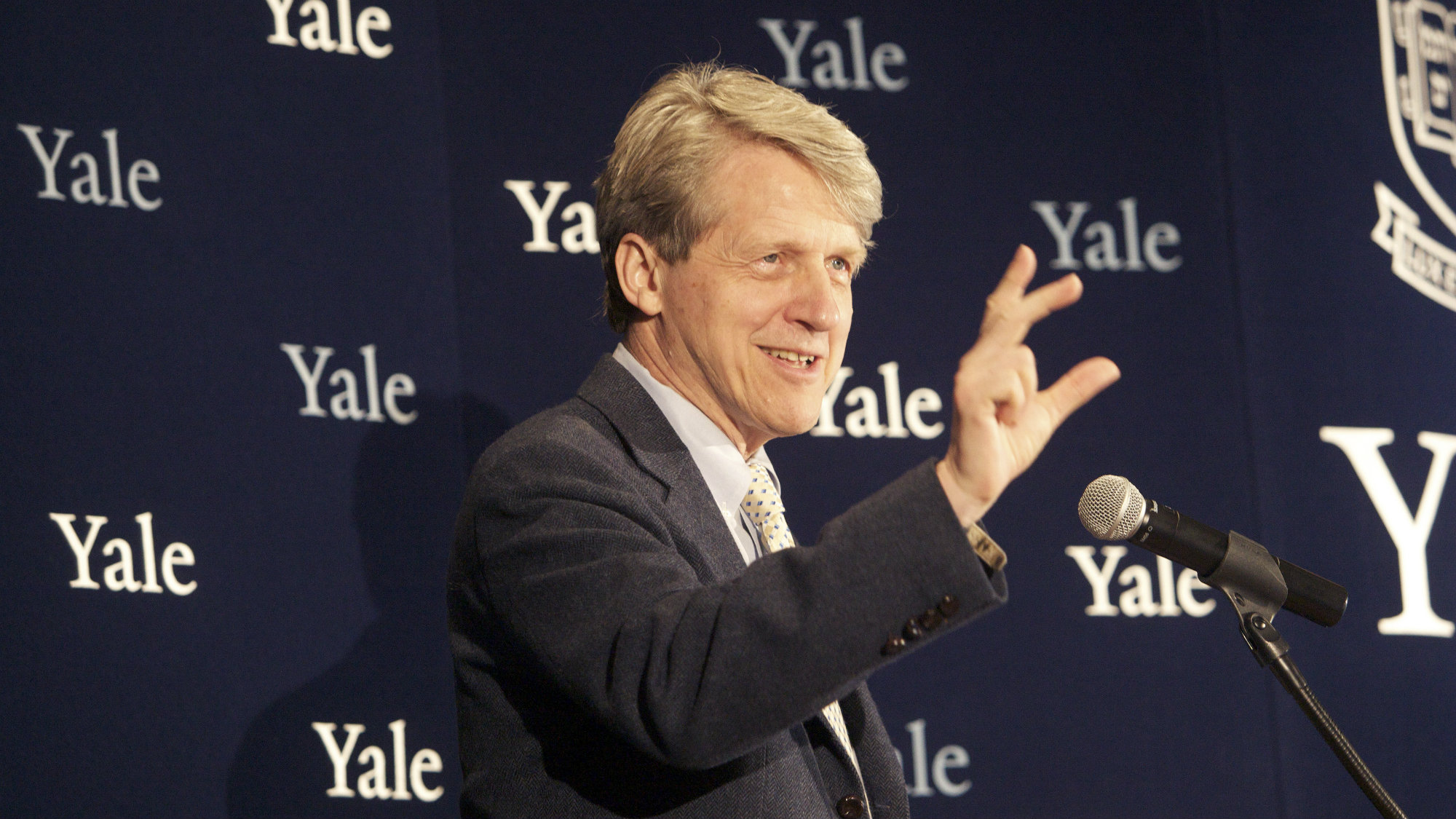 2013Robert Shiller, one of three American scientists who won the 2013 economics Nobel prize, attends a press conference in New Haven, Connecticut