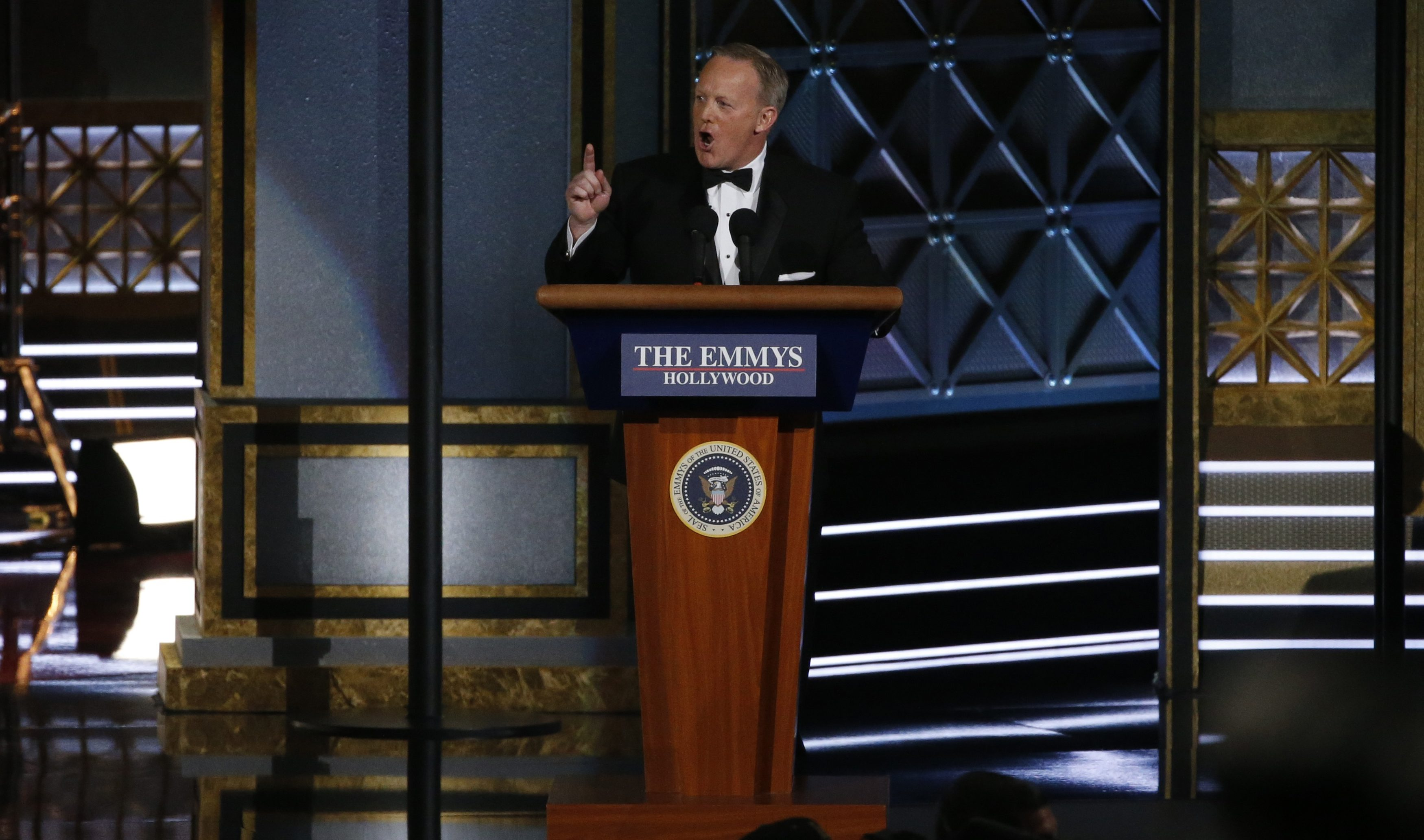 69th Primetime Emmy Awards – Show – Los Angeles, California, U.S., 17/09/2017 - Former White House Press Secretary Sean Spicer speaks. REUTERS/Mario Anzuoni - HP1ED9I01QMXW