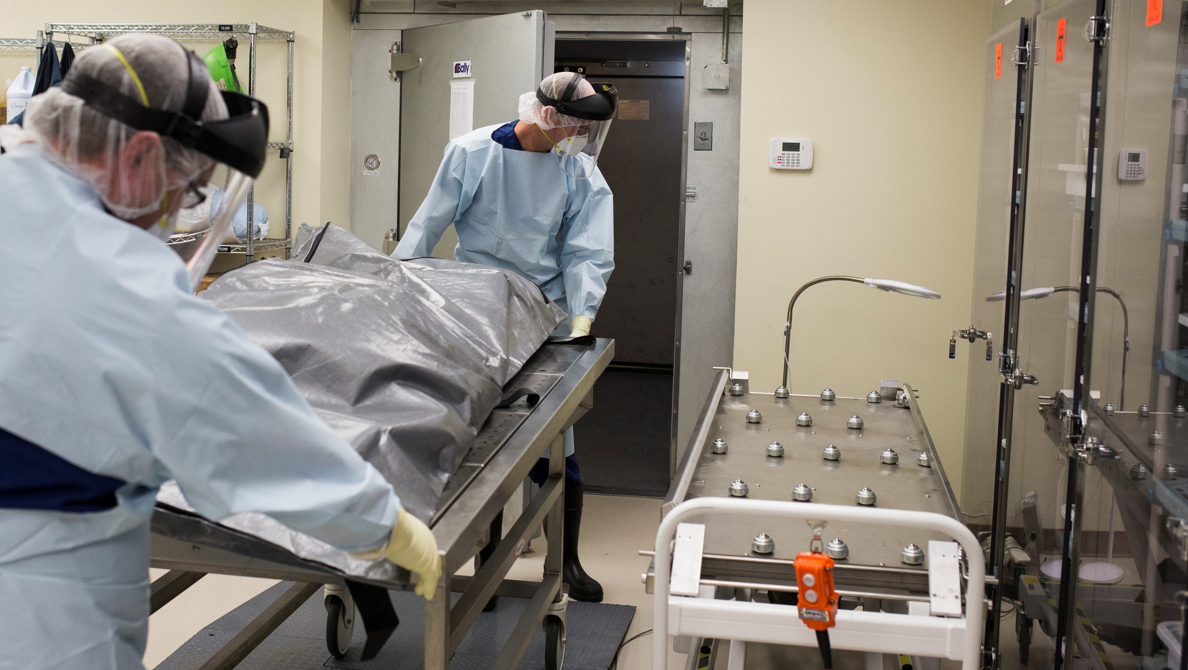 Men transfer the body of a suspected opioid overdose at ForensicDx, a company which specializes in autopsies and scientific testing, in Windber, Pennsylvania, U.S. on August 9, 2017.  Picture taken on August 9, 2017. REUTERS/Adrees Latif - RC13DB00E0E0