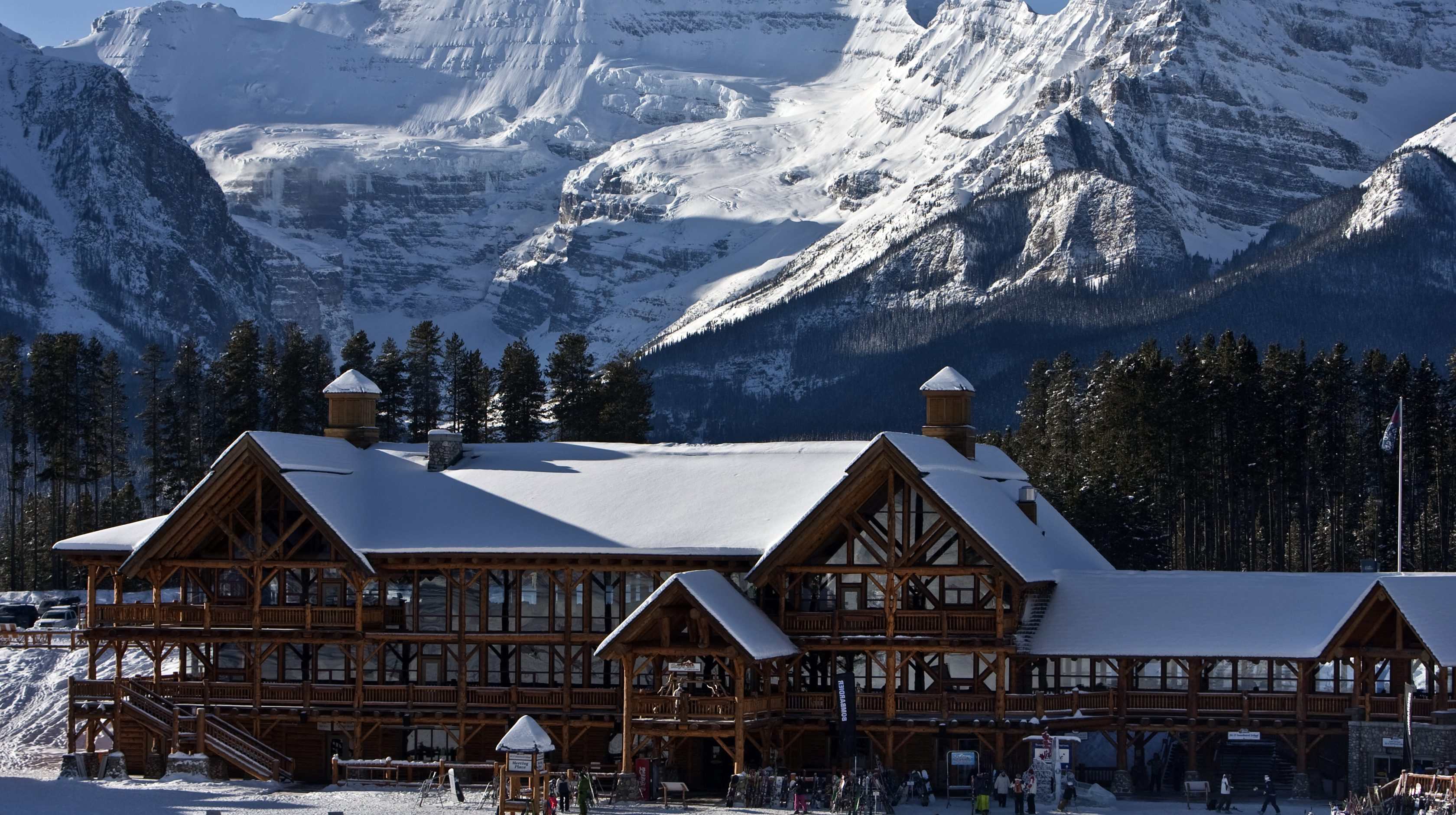 A morning view of the Whiskey Jack Lodge at the foot of the ski hills in Lake Louise, Alberta situated in Banff National Park in the Canadian Rockie Mountains. December 1, 2009. REUTERS/Andy Clark (CANADA TRAVEL) - GM1E5C403JM01
