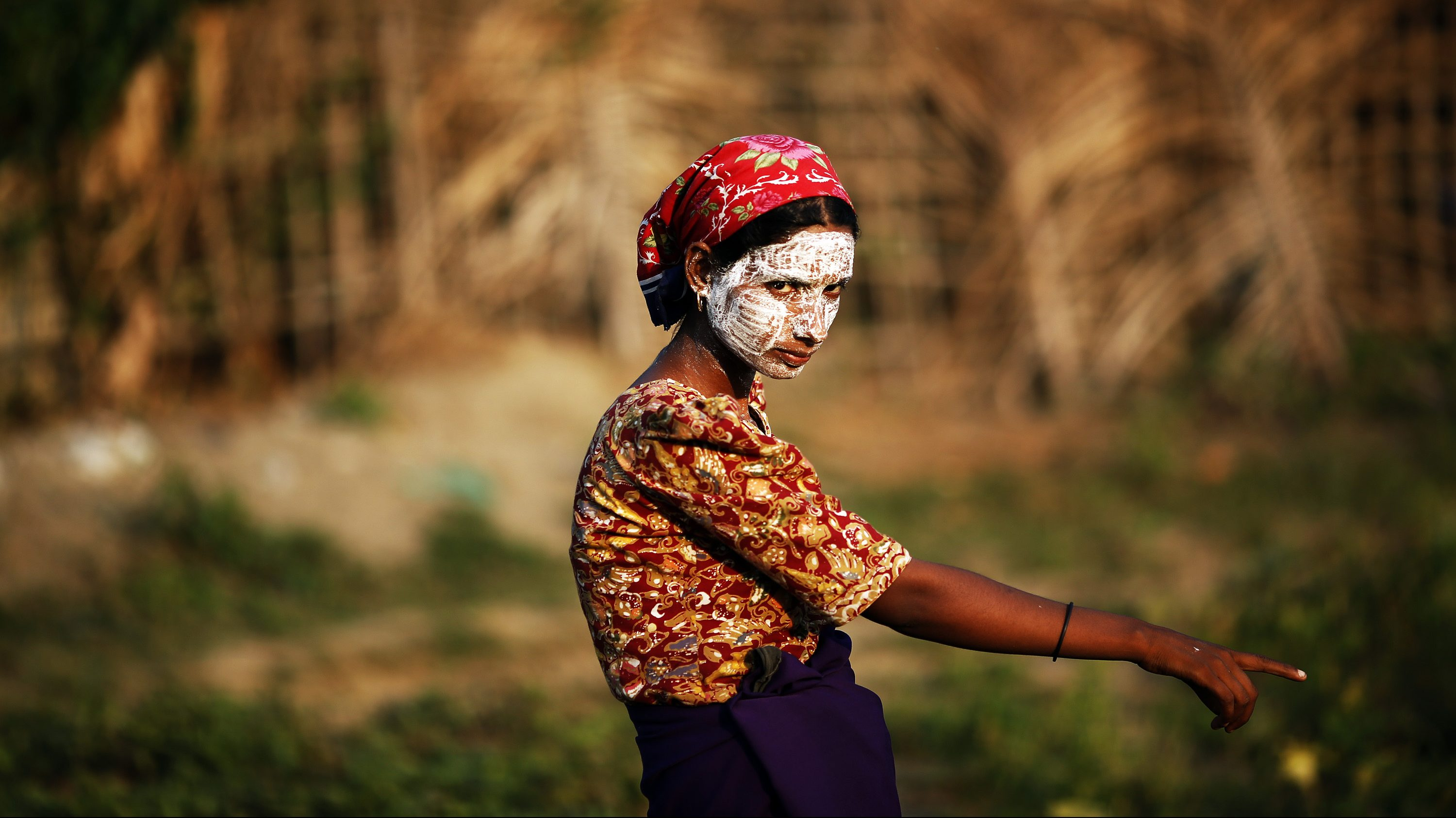 A Rohingya Muslim woman wearing traditional thanaka paste on her face gestures in a camp for people displaced by violence, near Sittwe April 26, 2013. Myanmar authorities have begun segregating minority Muslims from the Buddhist majority in troubled areas of a country in transition. Picture taken April 26, 2013. To match Special Report MYANMAR-ROHINGYA/ REUTERS/Damir Sagolj (MYANMAR - Tags: POLITICS RELIGION CONFLICT) - GM1E95F0LFW01
