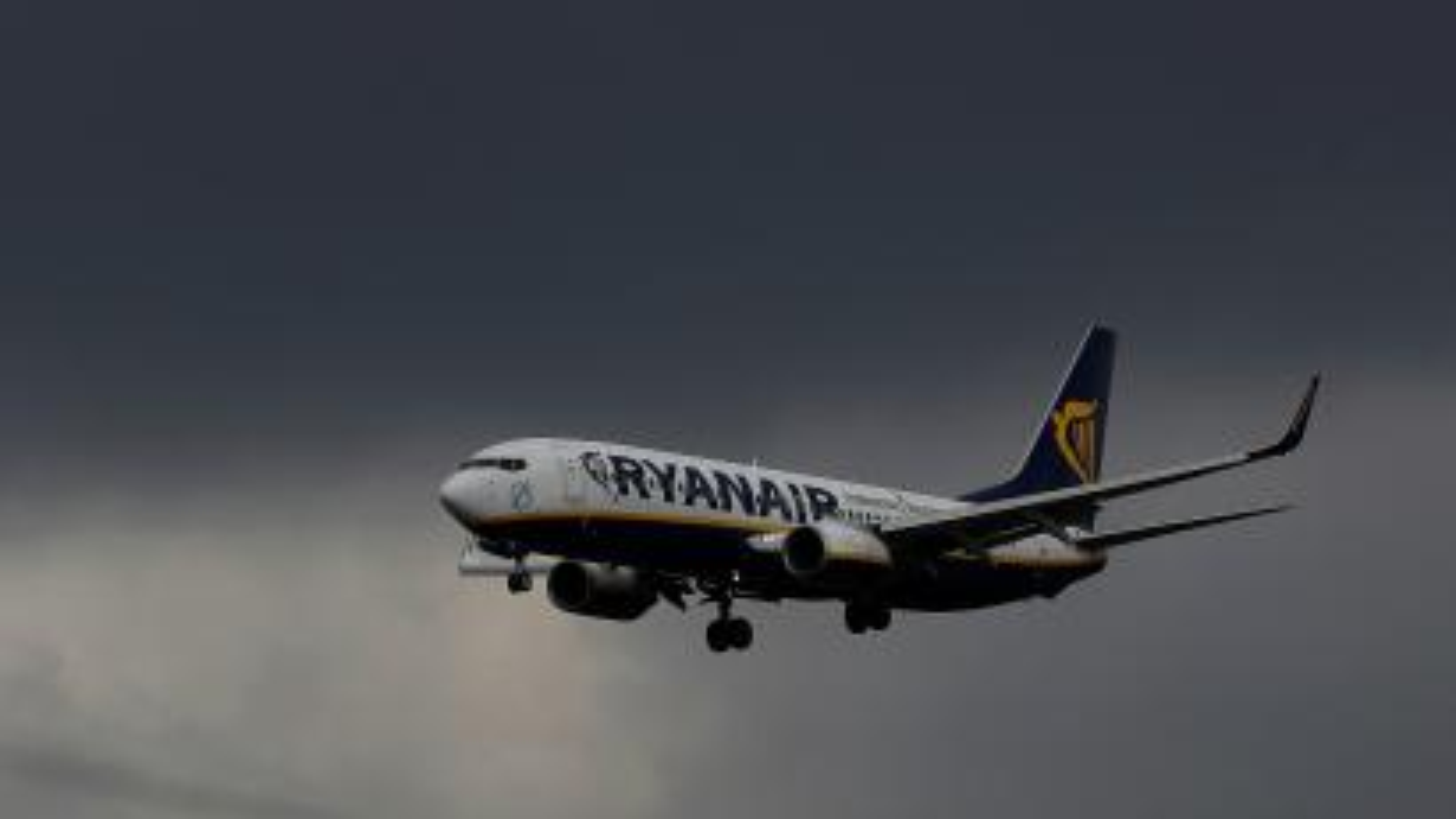Ryanair plane flies through a storm