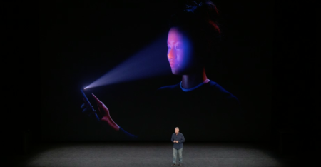 Apple demos its FaceID technology.