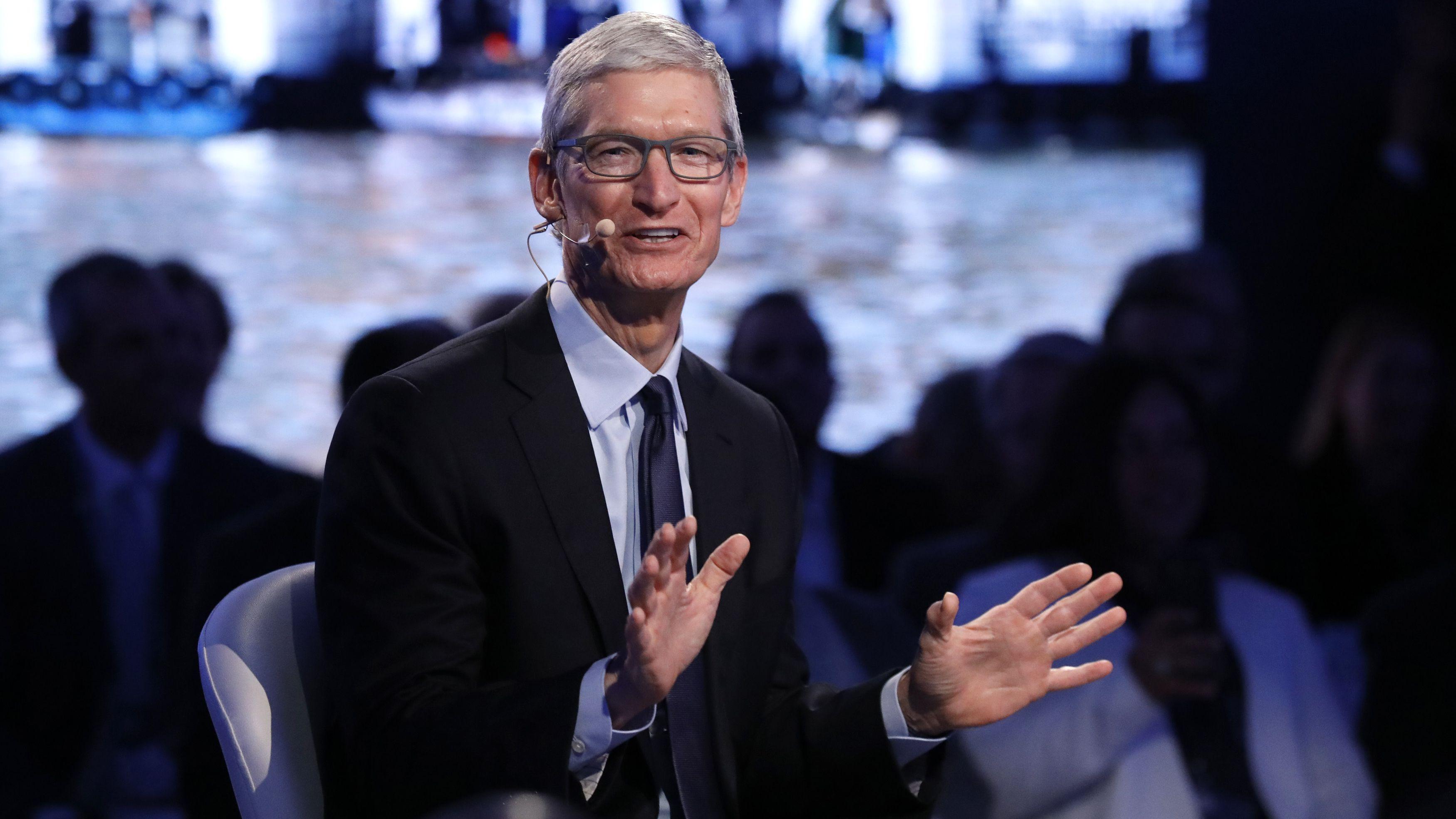 Apple CEO Tim Cook speaks at The Bloomberg Global Business Forum in New York, U.S., September 20, 2017. REUTERS/Brendan Mcdermid