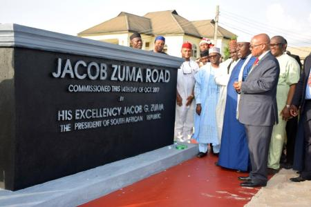 #ZumaStatue: Nigeria's Imo state governor Owelle Rochas Okorocha unveils a statue of South African president Jacob Zuma