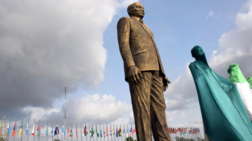 South Africans and Nigerians are baffled by a giant bronze statue of Jacob Zuma in Nigeria - Quartz