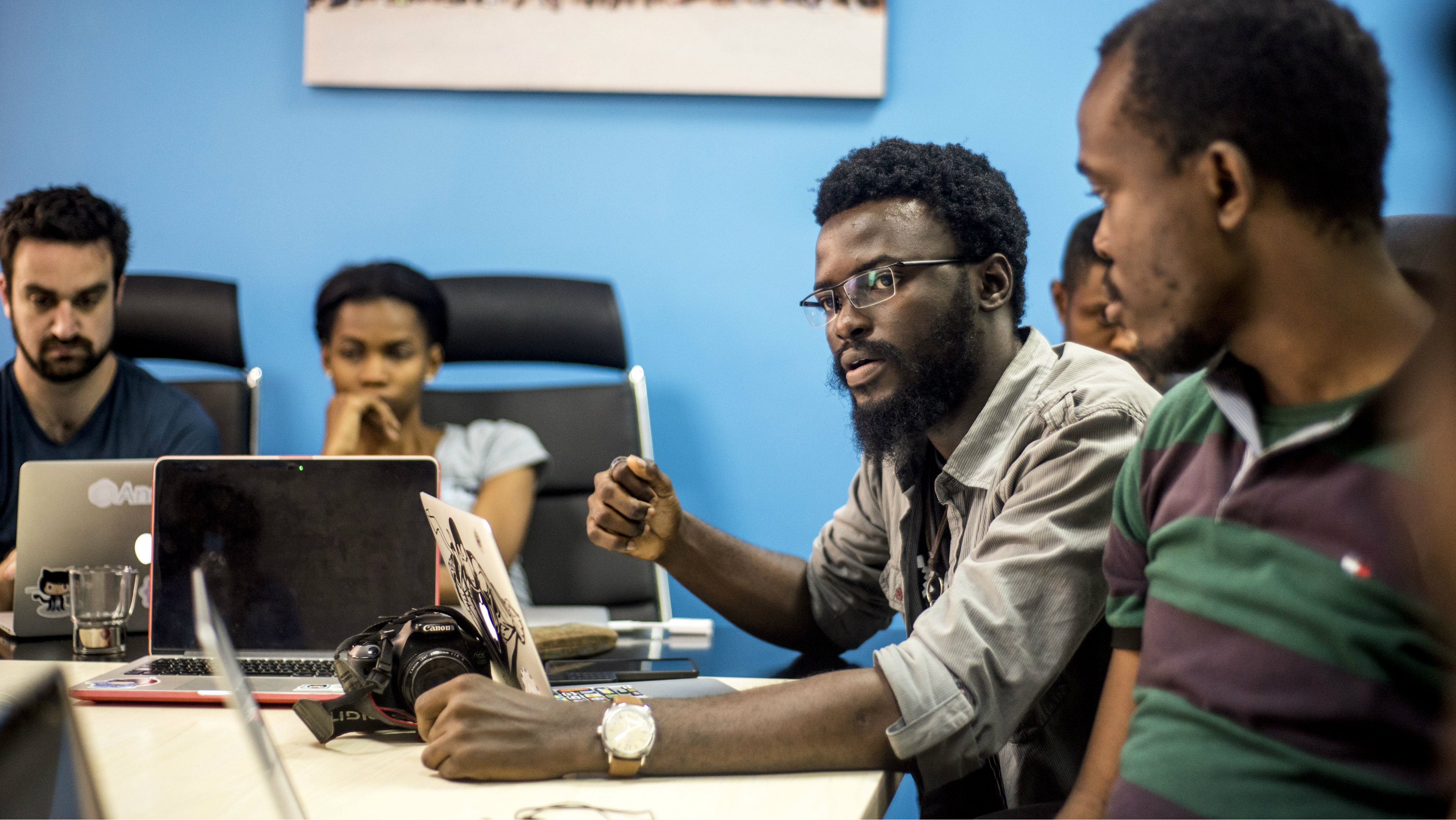 Andela developer Adeleke Togun leading a discussion with his team.Lagos, Nigeria Photo Credit: Andela developer Adeleke Togun leading a discussion with his team.Lagos, Nigeria
