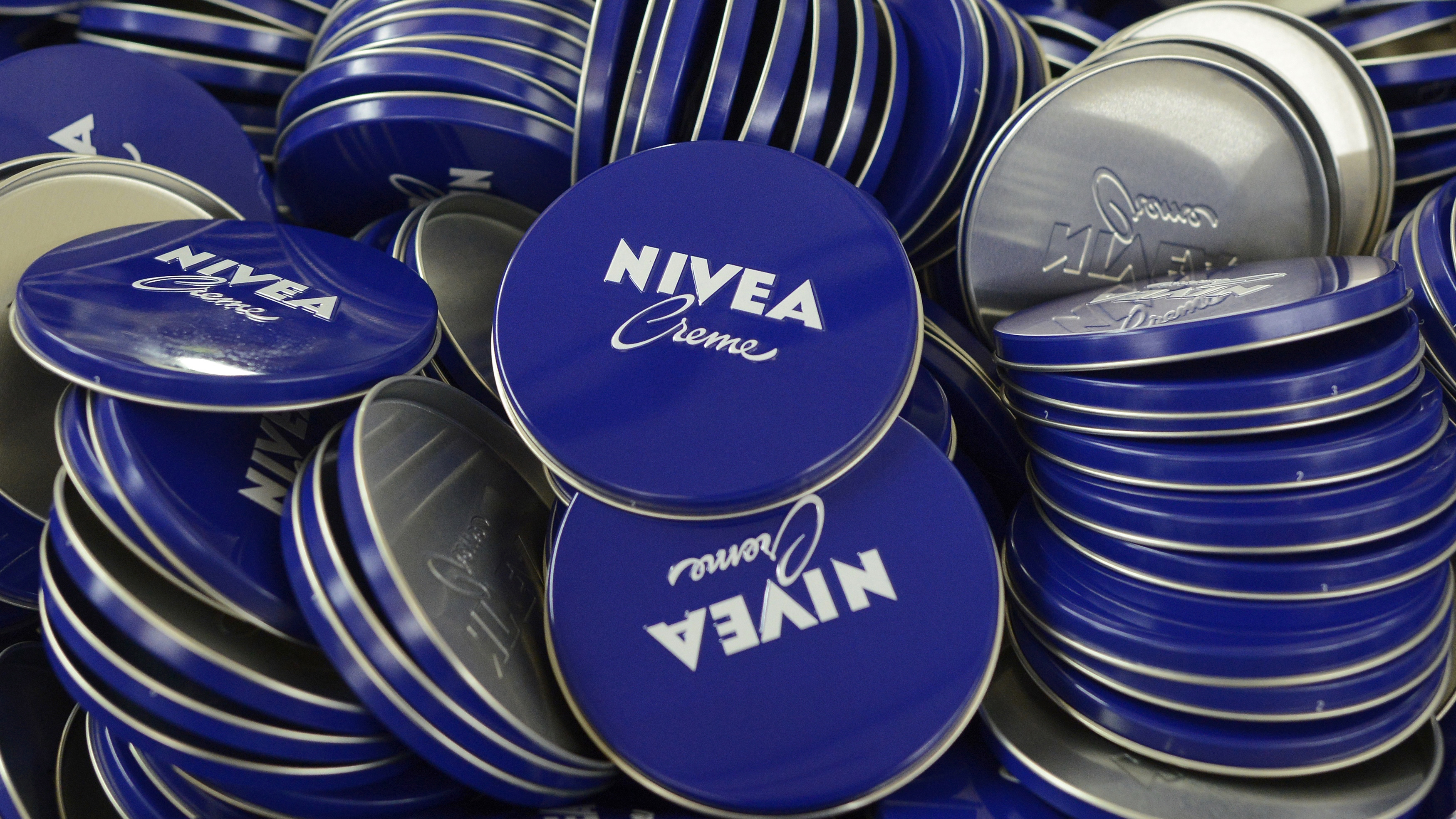Cover plates of Nivea skin cream are pictured in a production line of German company Beiersdorf AG in Hamburg, April 18, 2012. REUTERS/Fabian Bimmer (GERMANY - Tags: HEALTH) - BM2E84I14XV01