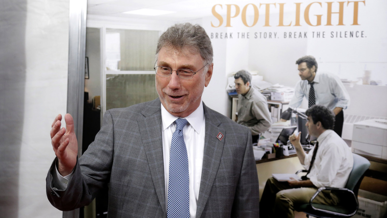 """Marty Baron, former editor of The Boston Globe, walks the red carpet as he attends the Boston area premiere of the film """"Spotlight"""" at the Coolidge Corner Theatre, in Brookline, Mass."""
