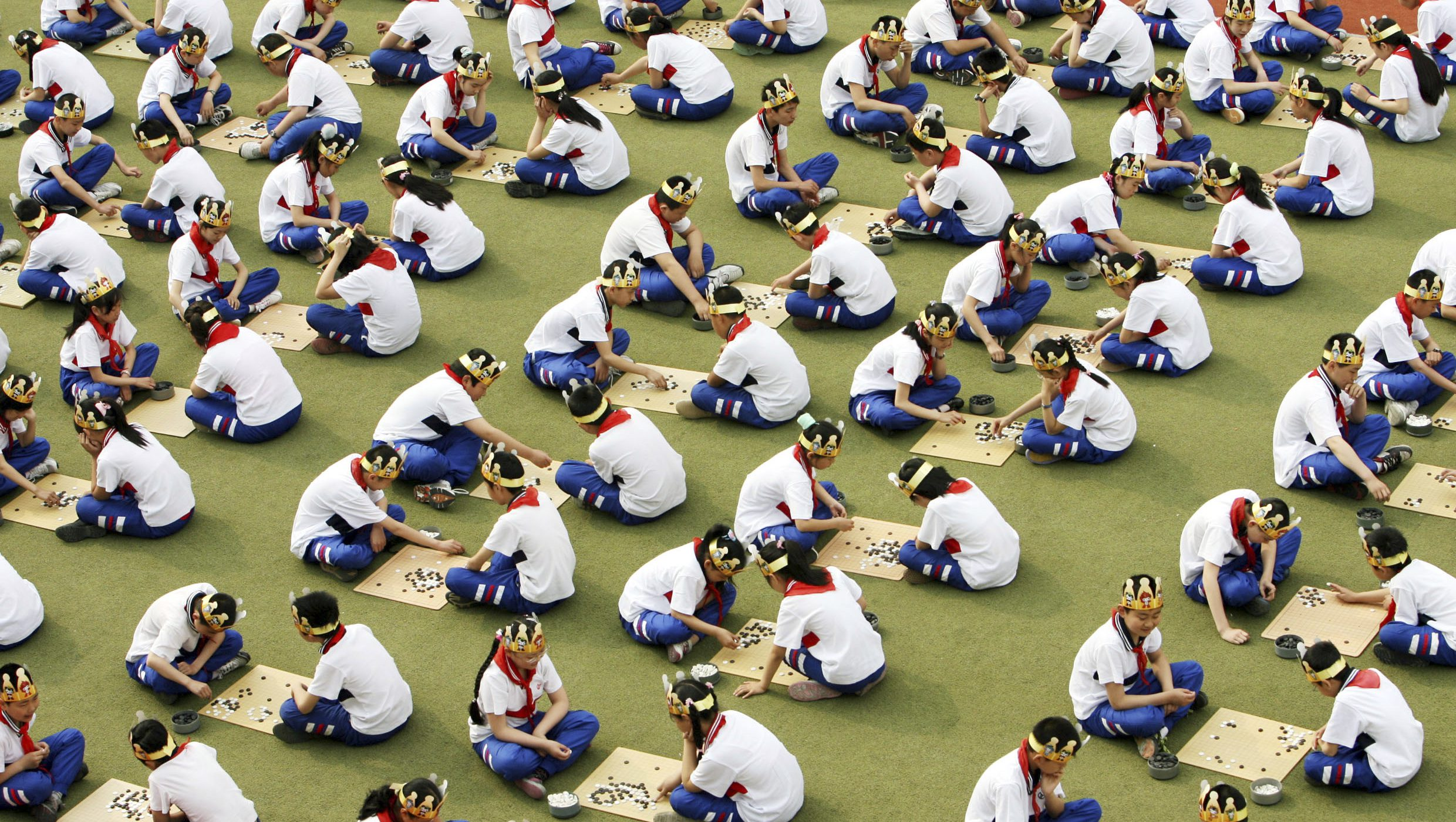 "Students play the board game ""Go"", known as ""Weiqi"" in Chinese, during a competition to mark the 100-day countdown to the opening of Beijing Olympics at a primary school in Suzhou, Jiangsu province, April 30, 2008. REUTERS/China Daily (CHINA).  CHINA OUT. NO COMMERCIAL OR EDITORIAL SALES IN CHINA. - GM1E44U103I01"