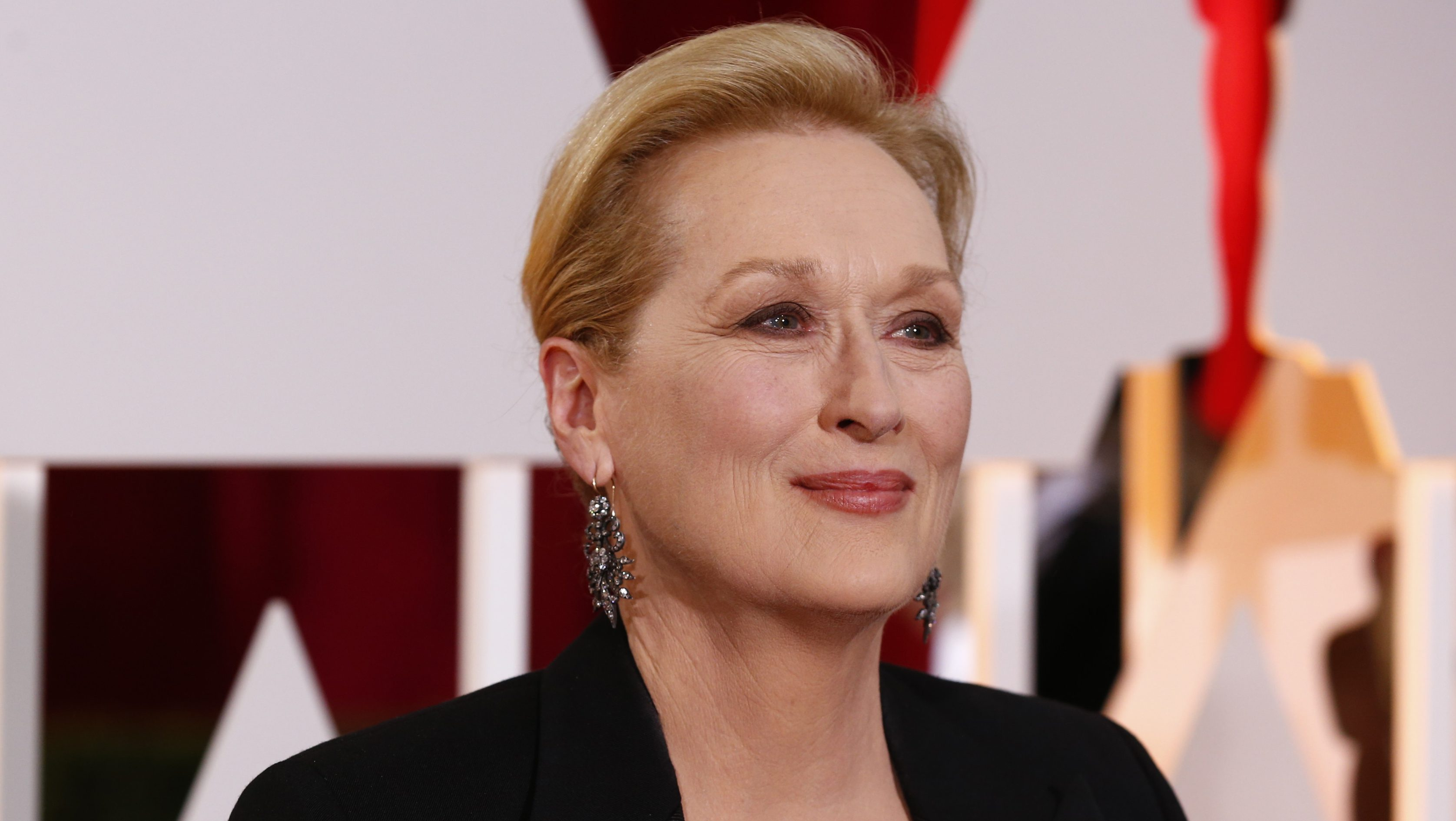 """Actress Meryl Streep, best supporting actress nominee for her role in """"Into the Woods"""" arrives at the 87th Academy Awards in Hollywood, California February 22, 2015.  REUTERS/Lucas Jackson (UNITED STATES TAGS:ENTERTAINMENT) (OSCARS-ARRIVALS) - TB3EB2N0DT81H"""