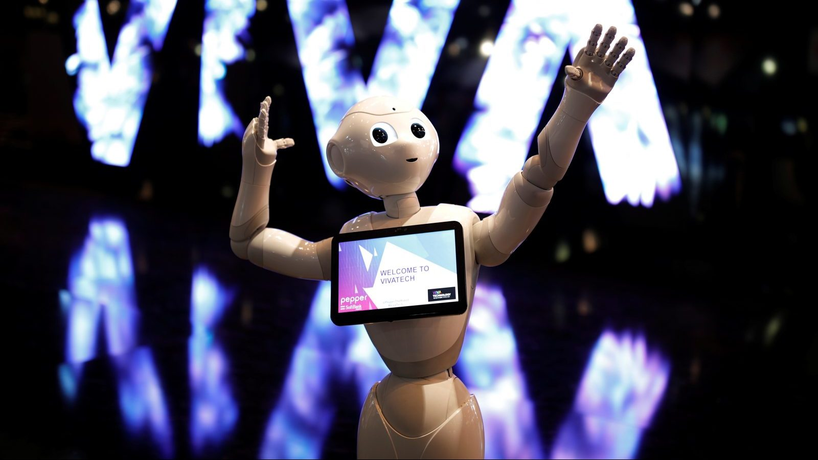 A 'Pepper' humanoid robot, manufactured by SoftBank Group Corp., stands at the Viva Technology conference in Paris, France, June 15, 2017. REUTERS/Benoit Tessier - RC1B69F0EBC0