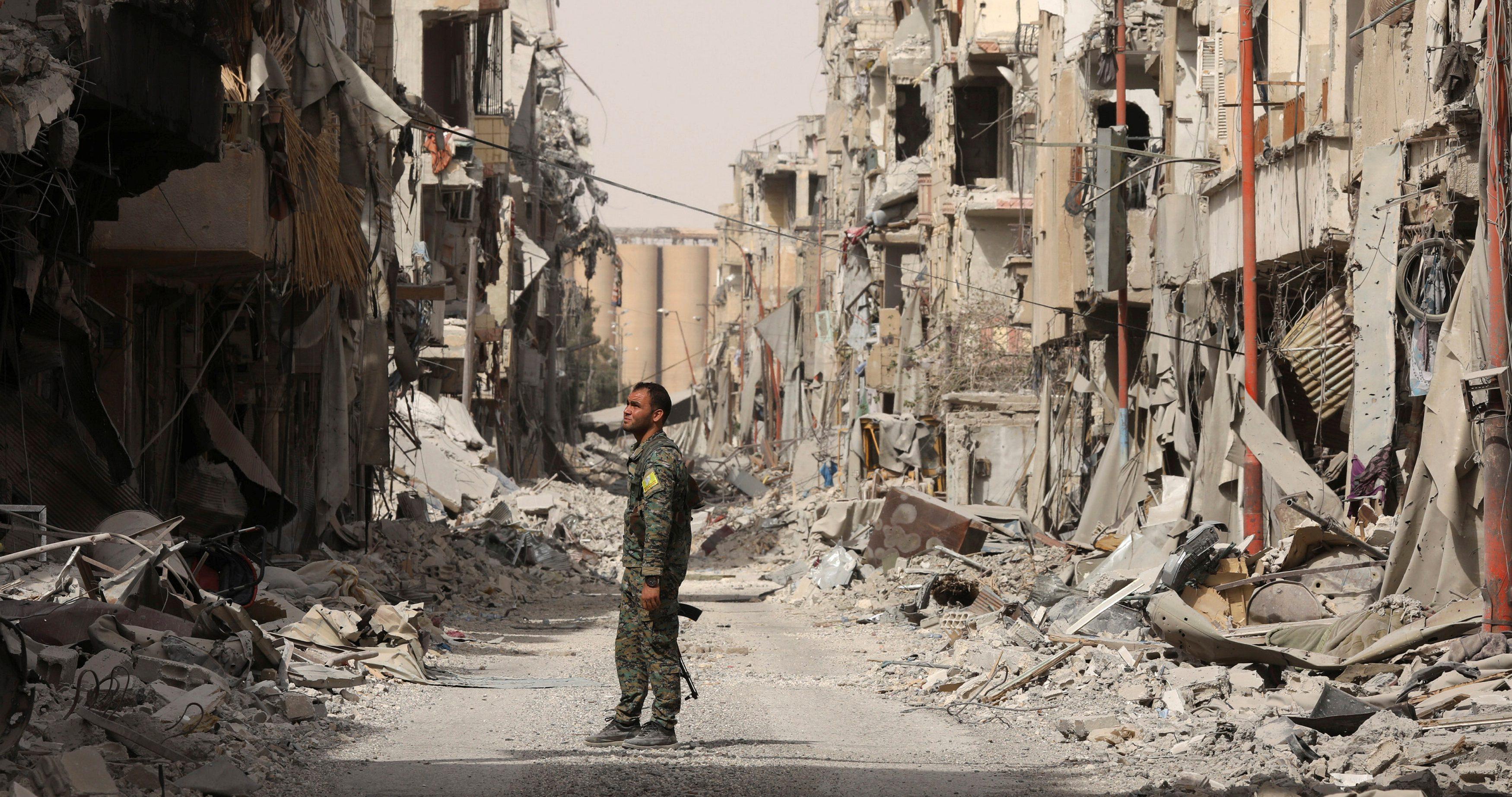 Raqqa news: A visual tour of the destruction in Raqqa, Syria after the —  Quartz