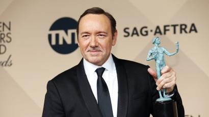 Kevin Spacey holds his award during the 22nd Screen Actors Guild Awards in Los Angeles
