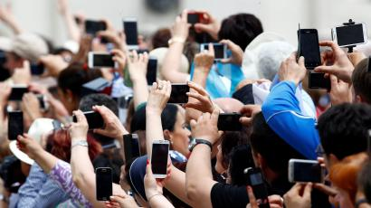 Crowd with phones at the Vatican
