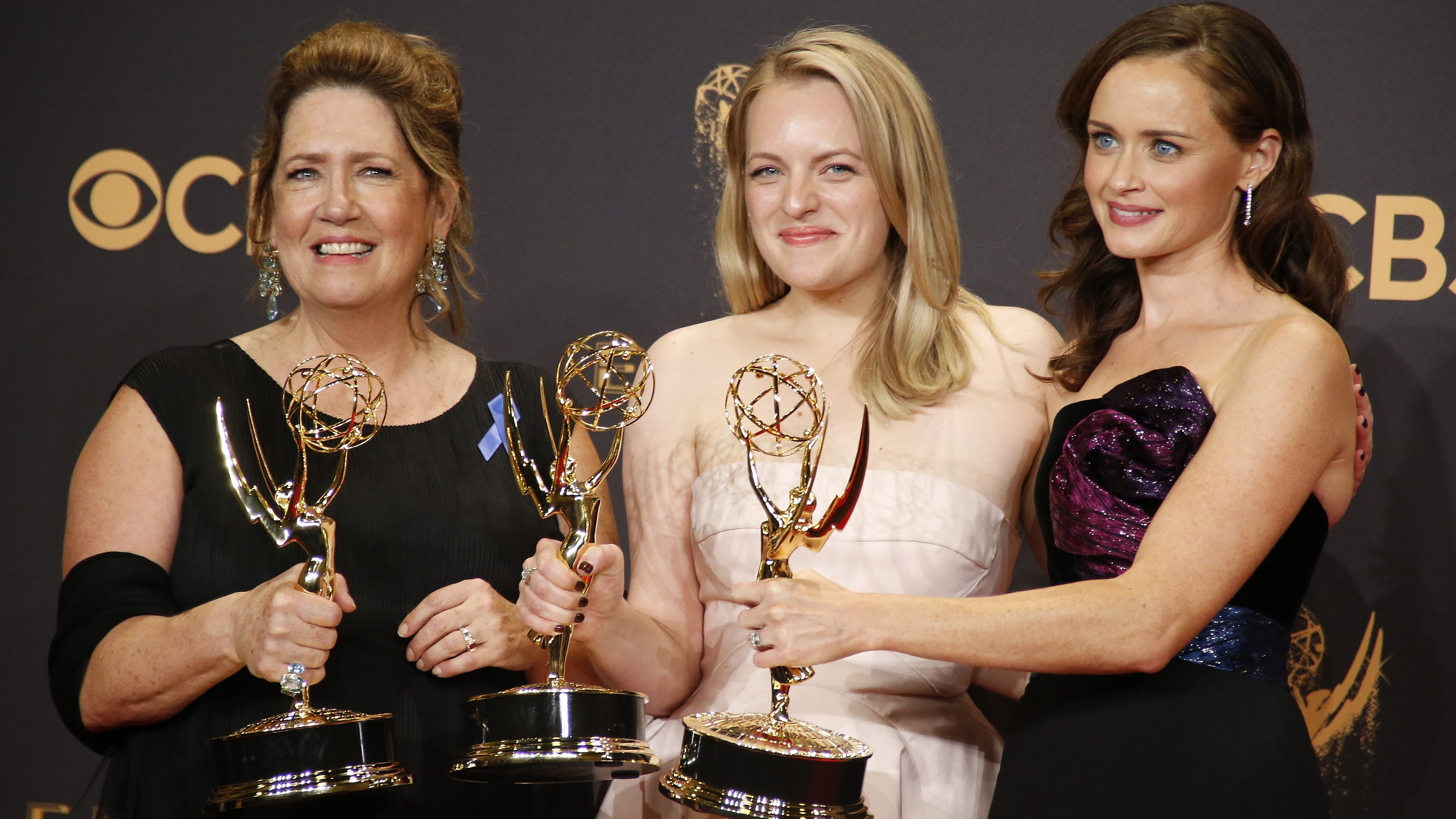 69th Primetime Emmy Awards – Photo Room – Los Angeles, California, U.S., 17/09/2017 - Ann Dowd (L) poses with the Emmy for Outstanding Supporting Actress in a Drama Series, Elisabeth Moss with the Emmy for Outstanding Lead Actress in a Drama Series and Alexis Bledel with the Emmy for Outstanding Guest Actress in a Drama, all awards for the The Handmaid's Tale. REUTERS/Lucy Nicholson - HP1ED9I0BLCJ8