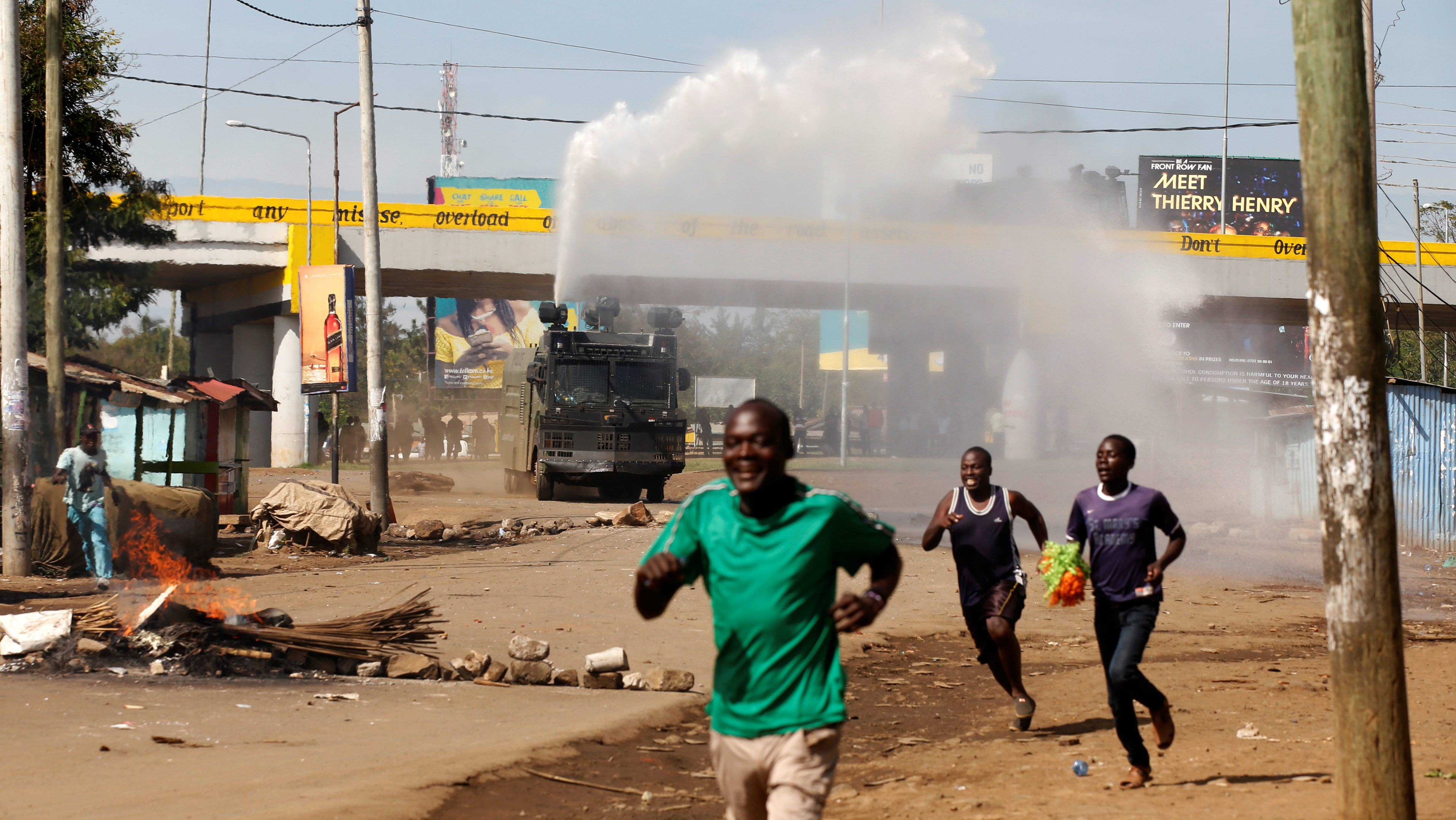 Kenyan anti-riot police deploy a water cannon during clashes with supporters of Kenyan opposition leader Raila Odinga, in Kisumu, Kenya, October 26, 2017.