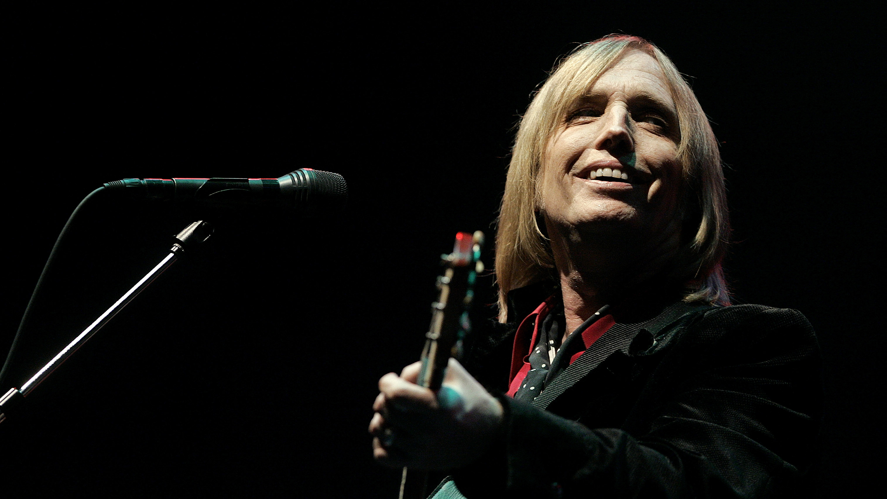 Tom Petty and the Heartbreakers perform at the Bonnaroo Music & Arts Festival in Manchester, Tenn., on Friday, June 16, 2006. (AP Photo/Mark Humphrey)