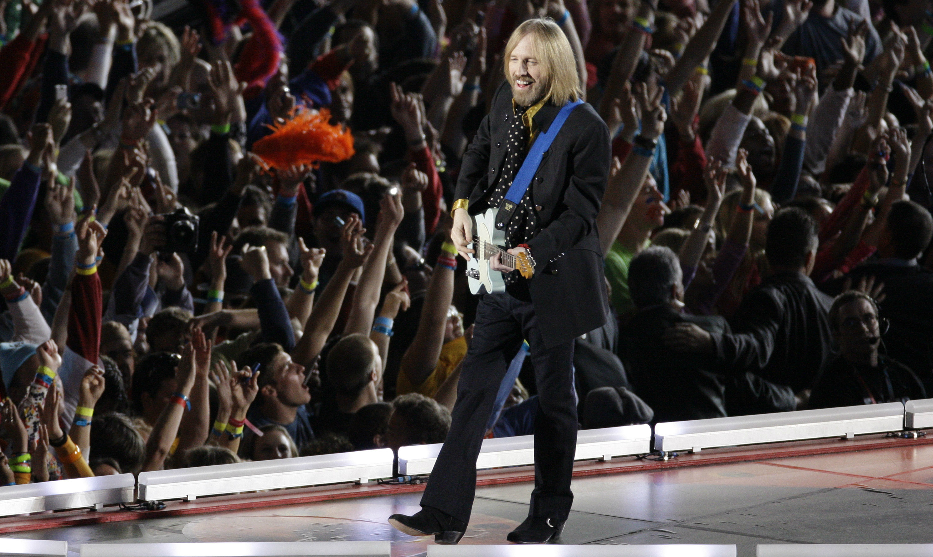 Tom Petty plays at the Superbowl