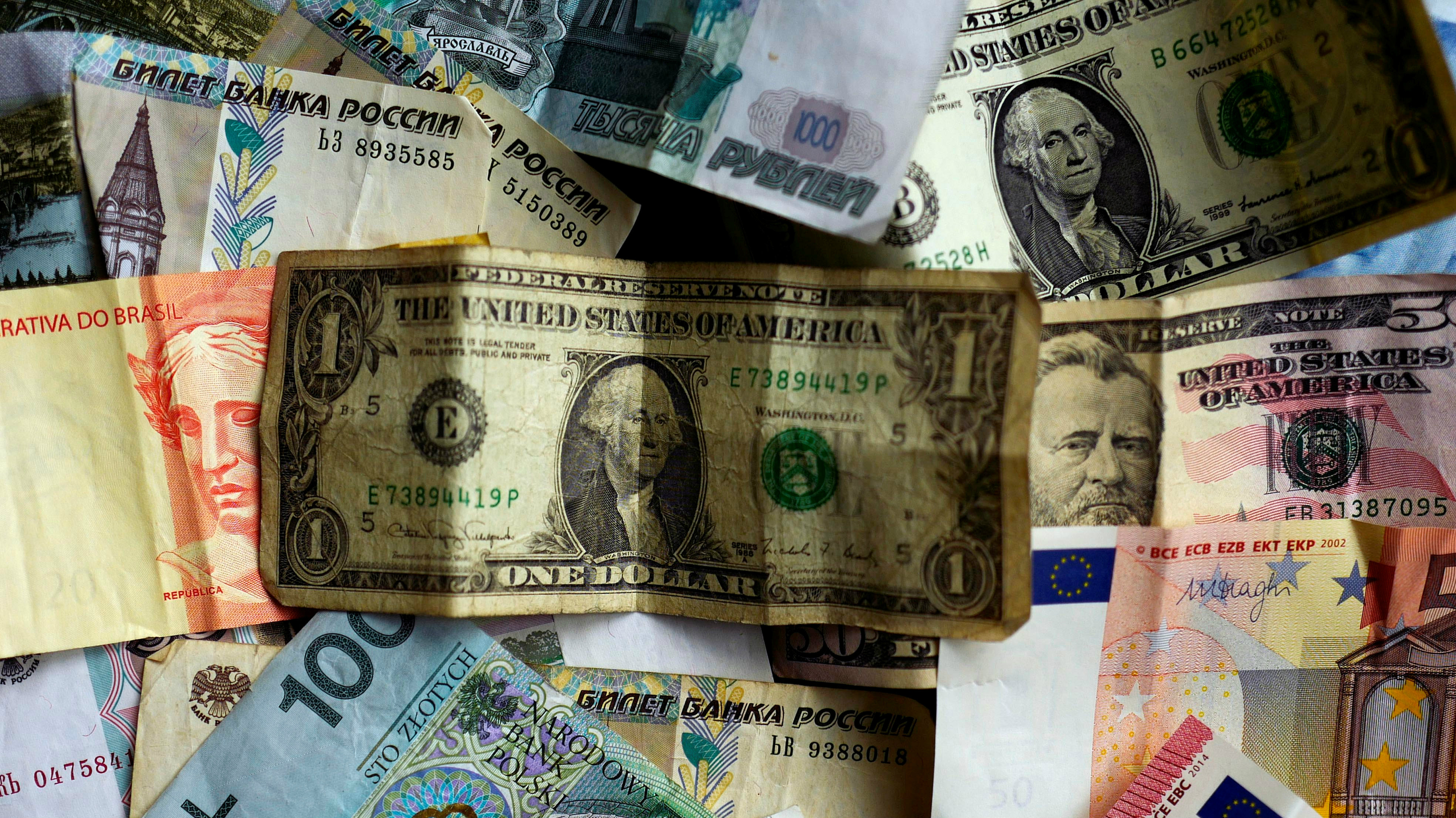 Bank notes of different currencies, including euro and US dollar,