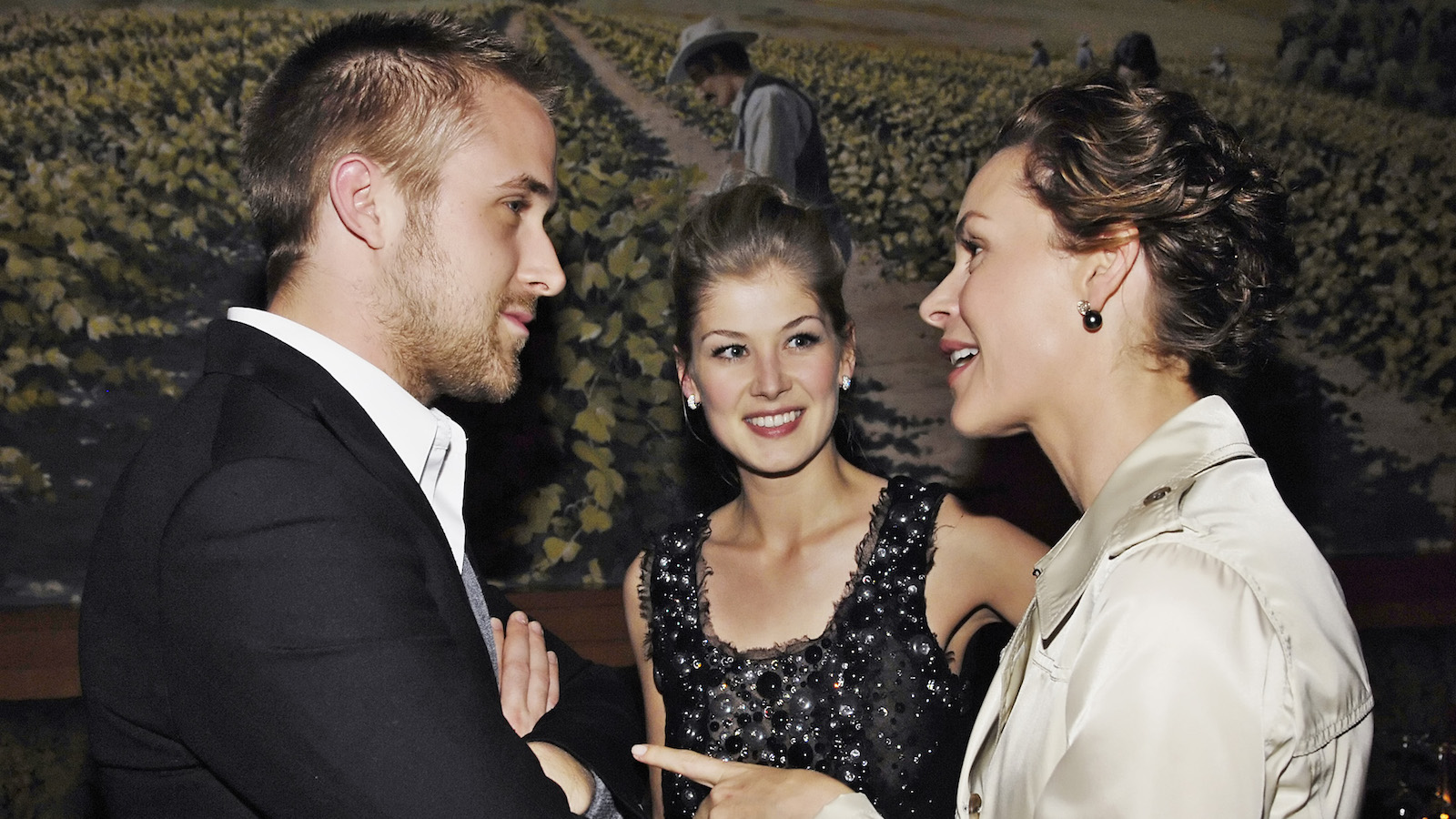 """""""Fracture"""" cast member Ryan Gosling, left, mingles with fellow cast members Embeth Davidtz, right, and Rosamund Pike at the post-premiere party for the film in Los Angeles, Wednesday, April 11, 2007. (AP Photo/Chris Pizzello)"""
