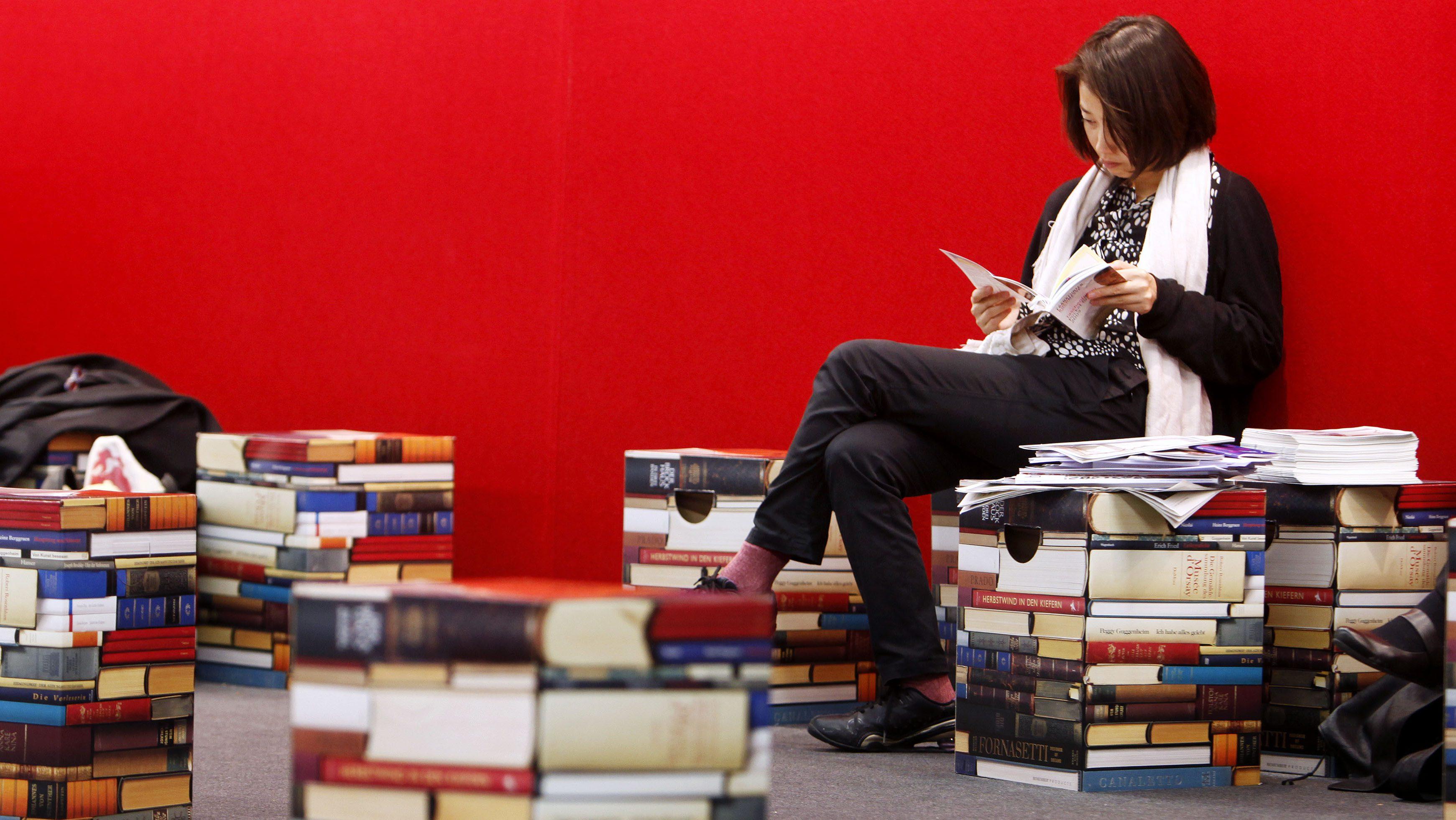 reading books Milk and Vine
