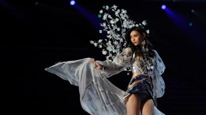 492f882ced Victoria s Secret China show  Ming Xi s fall