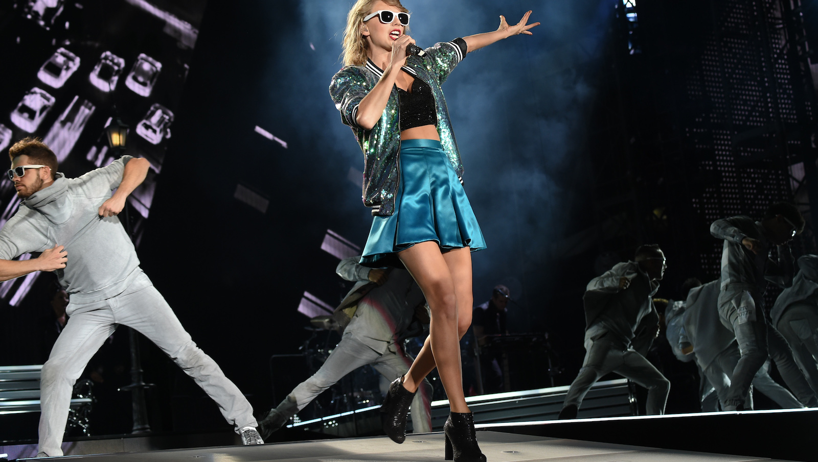 "Singer Taylor Swift performs during her ""1989"" world tour at MetLife Stadium in East Rutherford, N.J., on Friday, July 10, 2015. (Photo by Evan Agostini/Invision/AP)"
