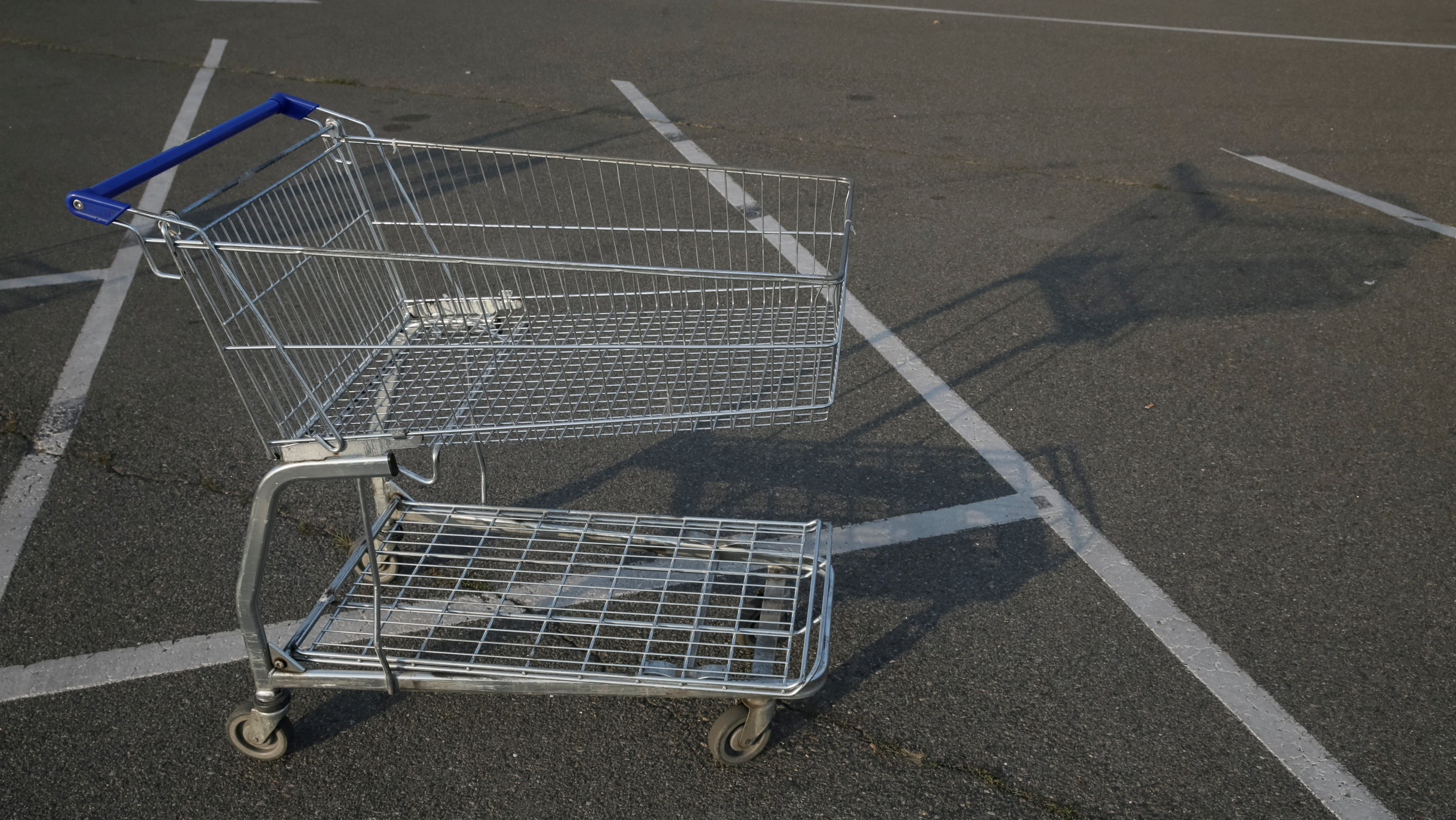 A shopping cart is pictured outside a Metro cash and carry store in Kiev, Ukraine, August 17, 2016.