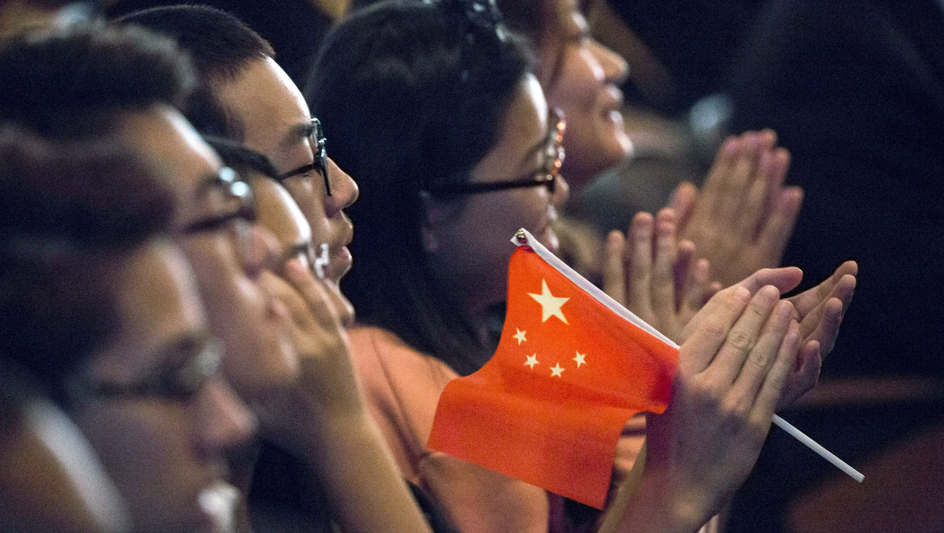 Students clap while Chinese President Xi Jinping delivers a speech during a visit to Lincoln High School in Tacoma, Washington, September 23, 2015.