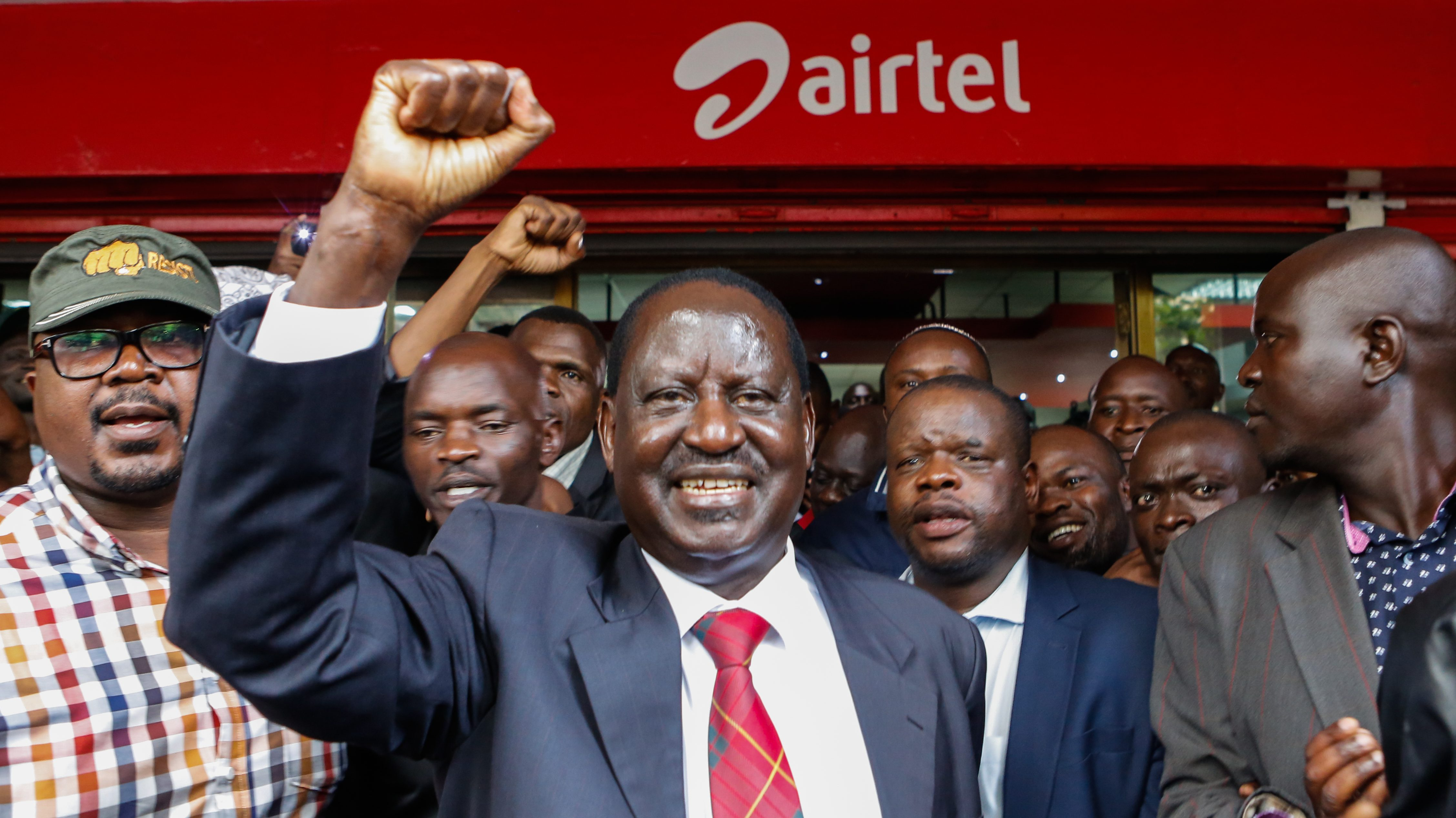 The leader of the opposition coalition the National Super Alliance (NASA) and its presidential candidate Raila Odinga (C) cheers to his supporters after getting his new Airtel sim card at an Airtel shop in Nairobi, Kenya, 06 November 2017. Odinga and other coalition leaders on 06 November switched his mobile phone service provider to Airtel from Safaricom, one of the companies he accuses of being pro-government. NASA has called its supporters to boycott products by companies it accuses of supporting the government after the coalition boycotted the presidential election held on 26 October 2017 in which the President Uhuru Kenyatta was declared the president-elect.