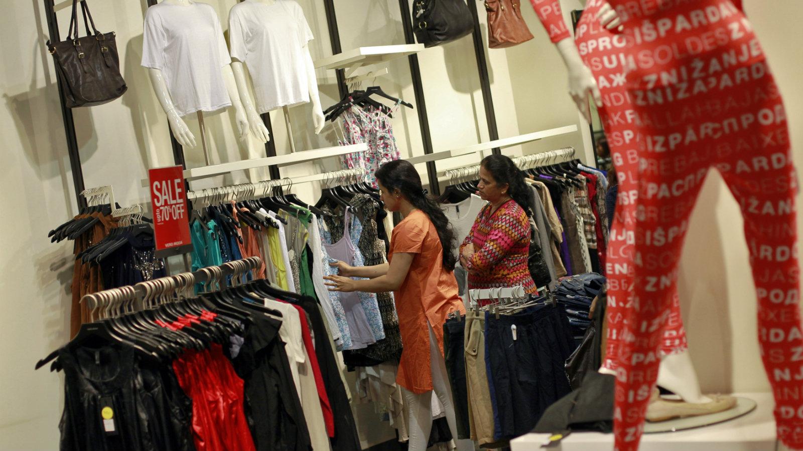 India-shopping-women-finance