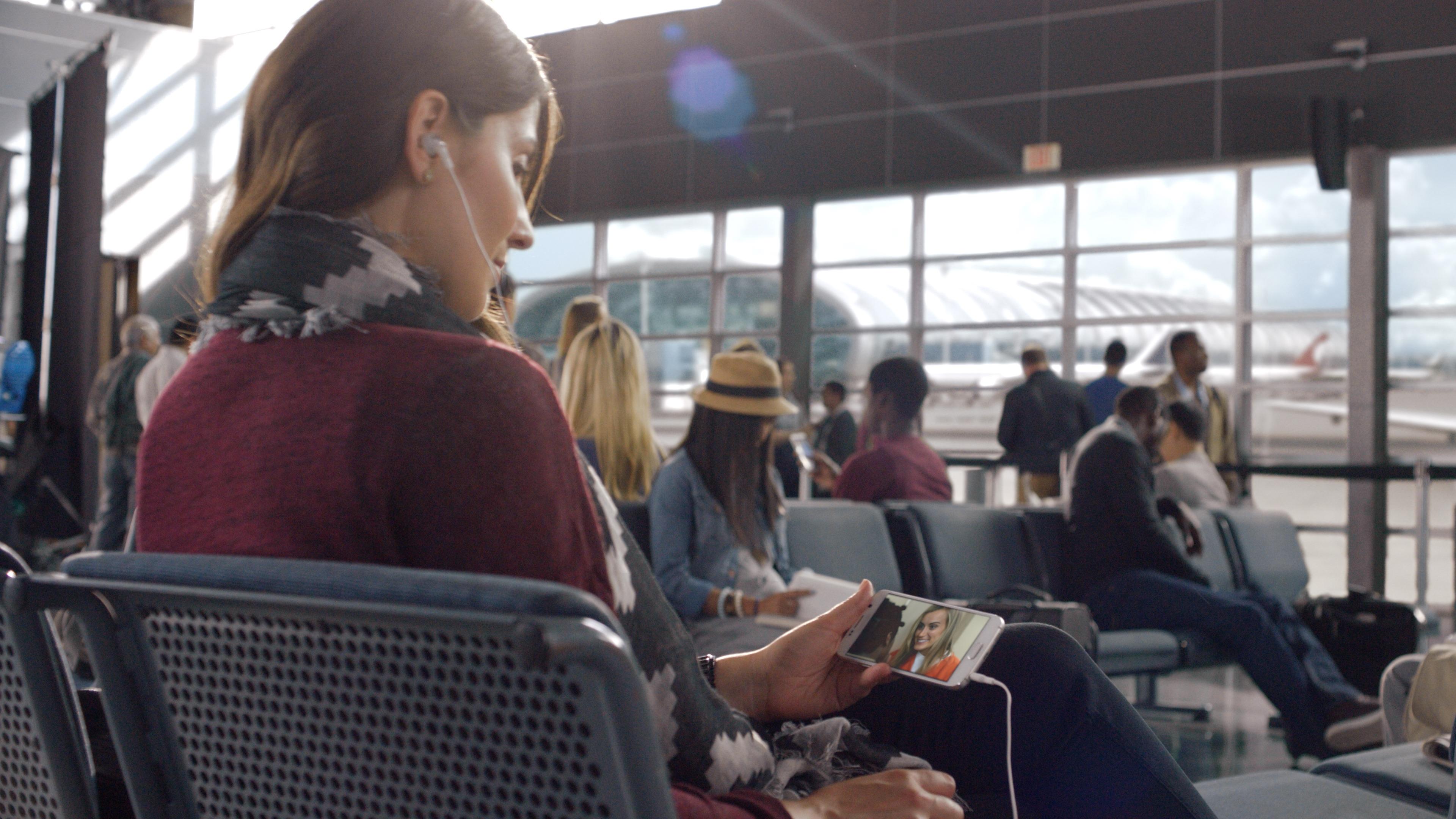 netflix-phone-airport