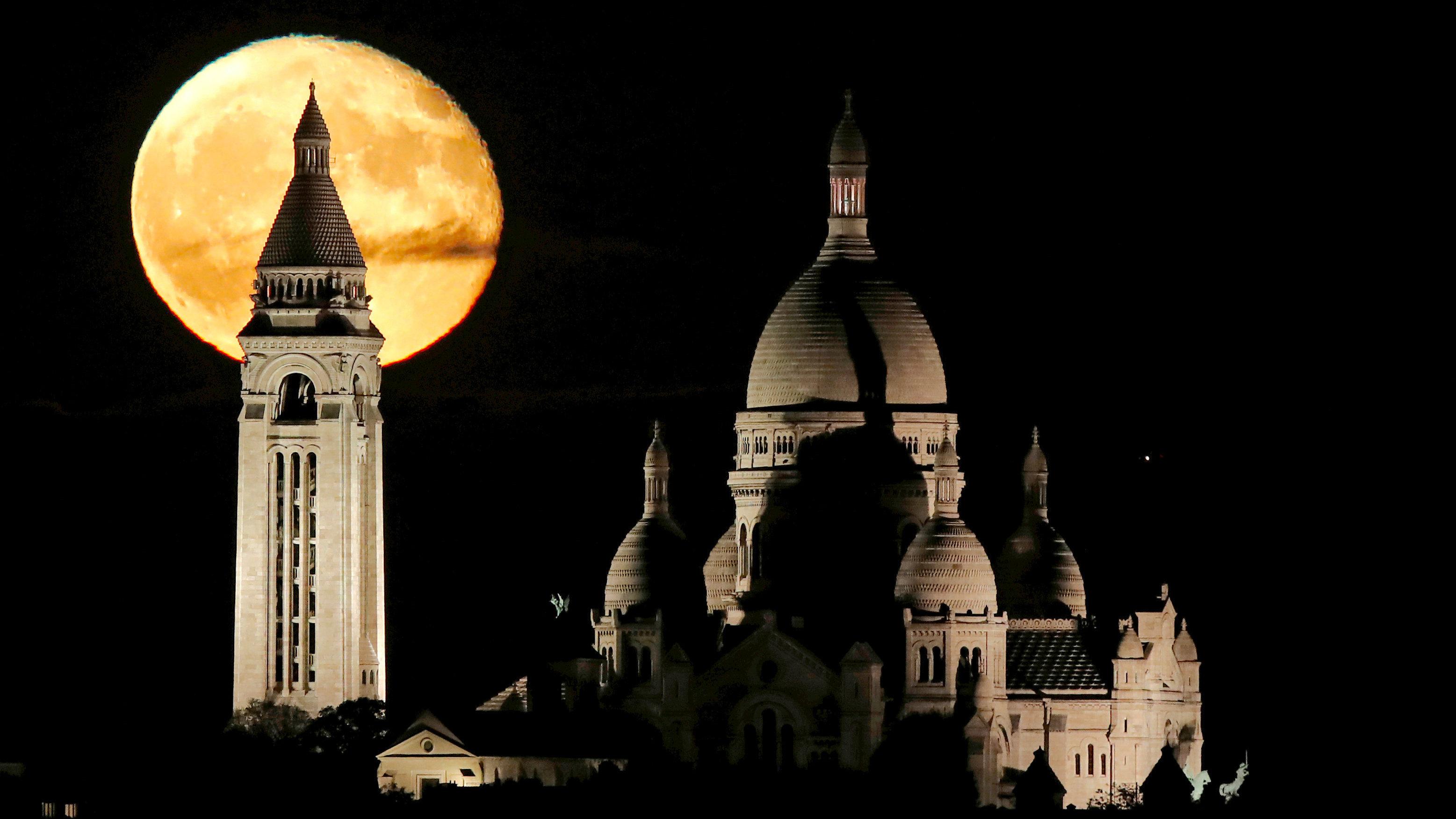 PARIS MOON1