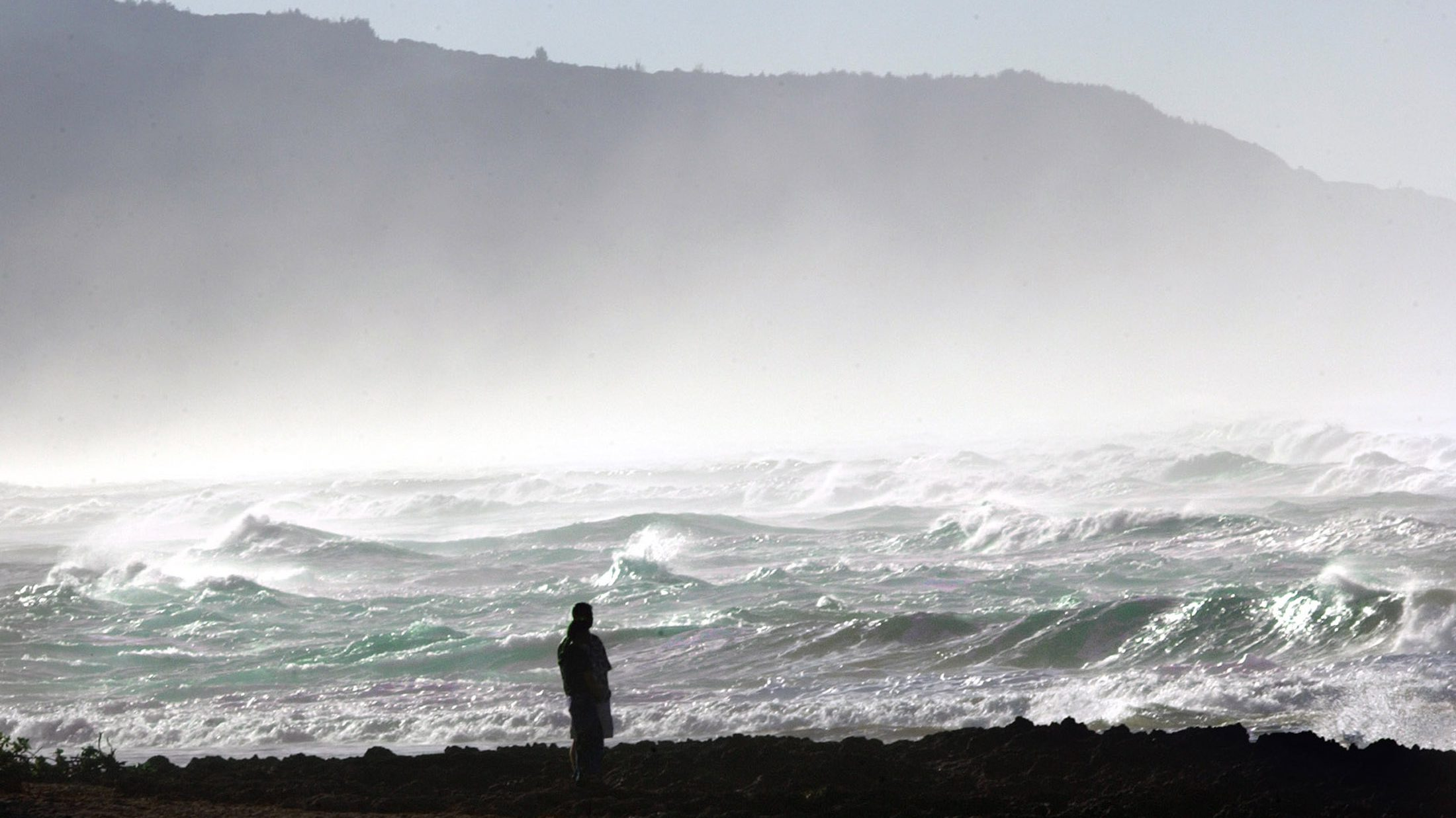 WILD WAVES CLOSED OAHU'S NORTH SHORE BEACHES.