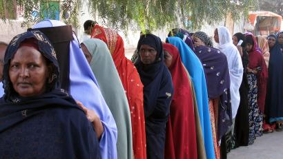 Women line up to vote in Hargeisa during the first multiparty parliamentary elections in the breakaway Somaliland September 29, 2005. Voters in north-west Somali region of Somaliland cast ballots on Thursday to elect lawmakers amid hopes the exercise will bring them international recognition as a sovereign state, nine years after the north-west Somali region declared independence from Somalia.