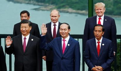 Leaders pose during the family photo session at the APEC Summit in Danang, Vietnam November 11, 2017.