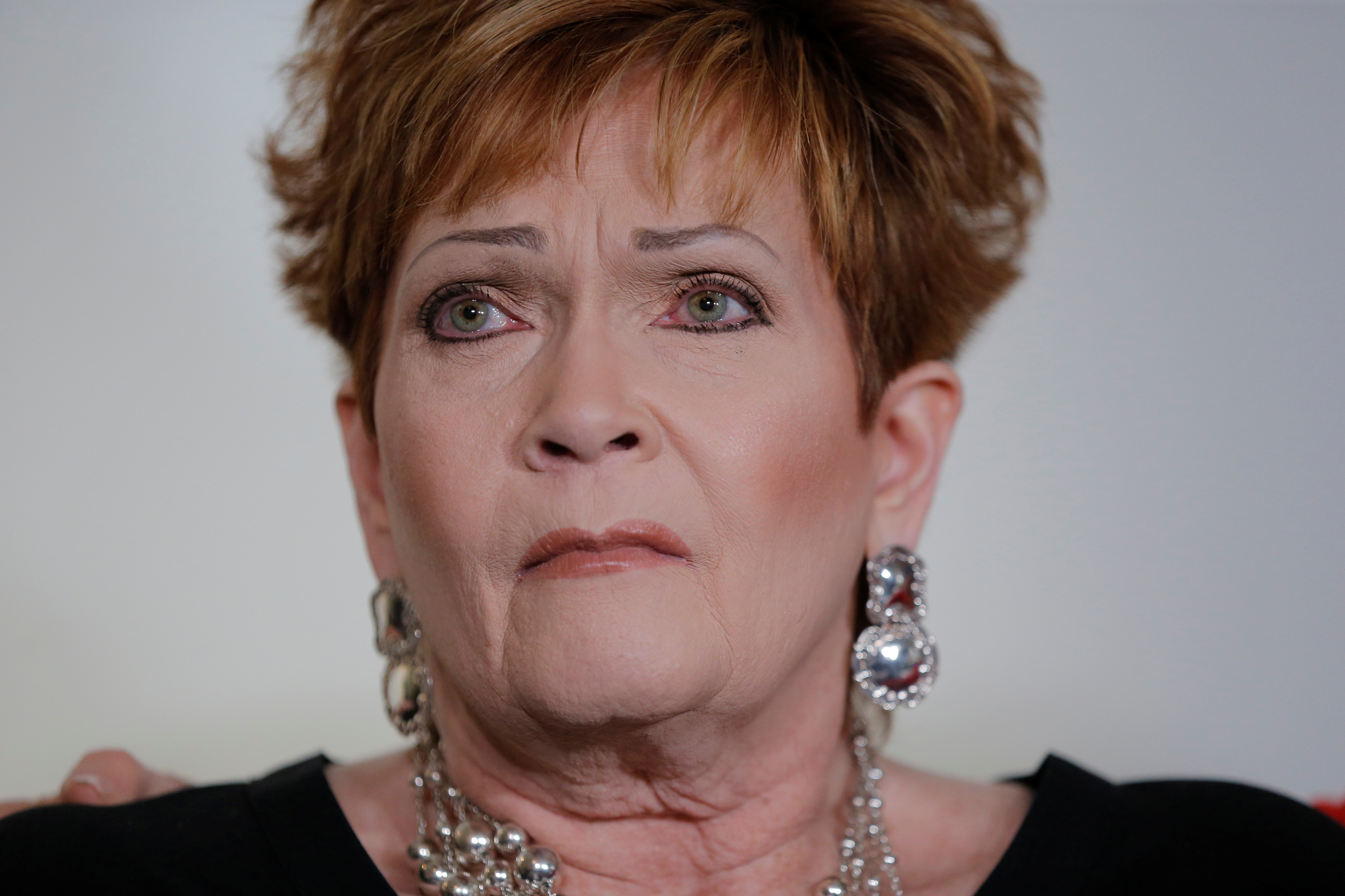 Accuser Beverly Young Nelson sits after making a statement claiming that Alabama senate candidate Roy Moore sexually harassed her when she was 16, in New York, U.S., November 13, 2017.  REUTERS/Lucas Jackson - RC1BAB04F720